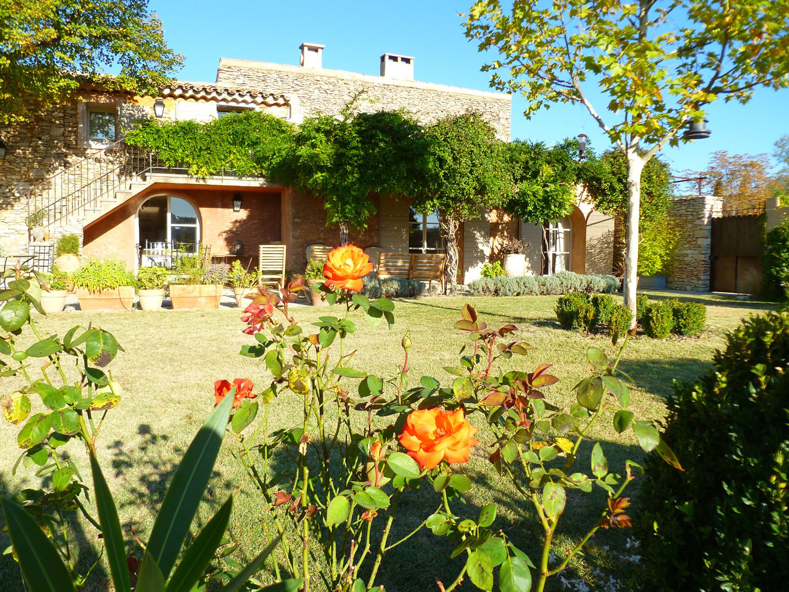A vendre à Roussillon, charmant mas rénové avec goût et piscine