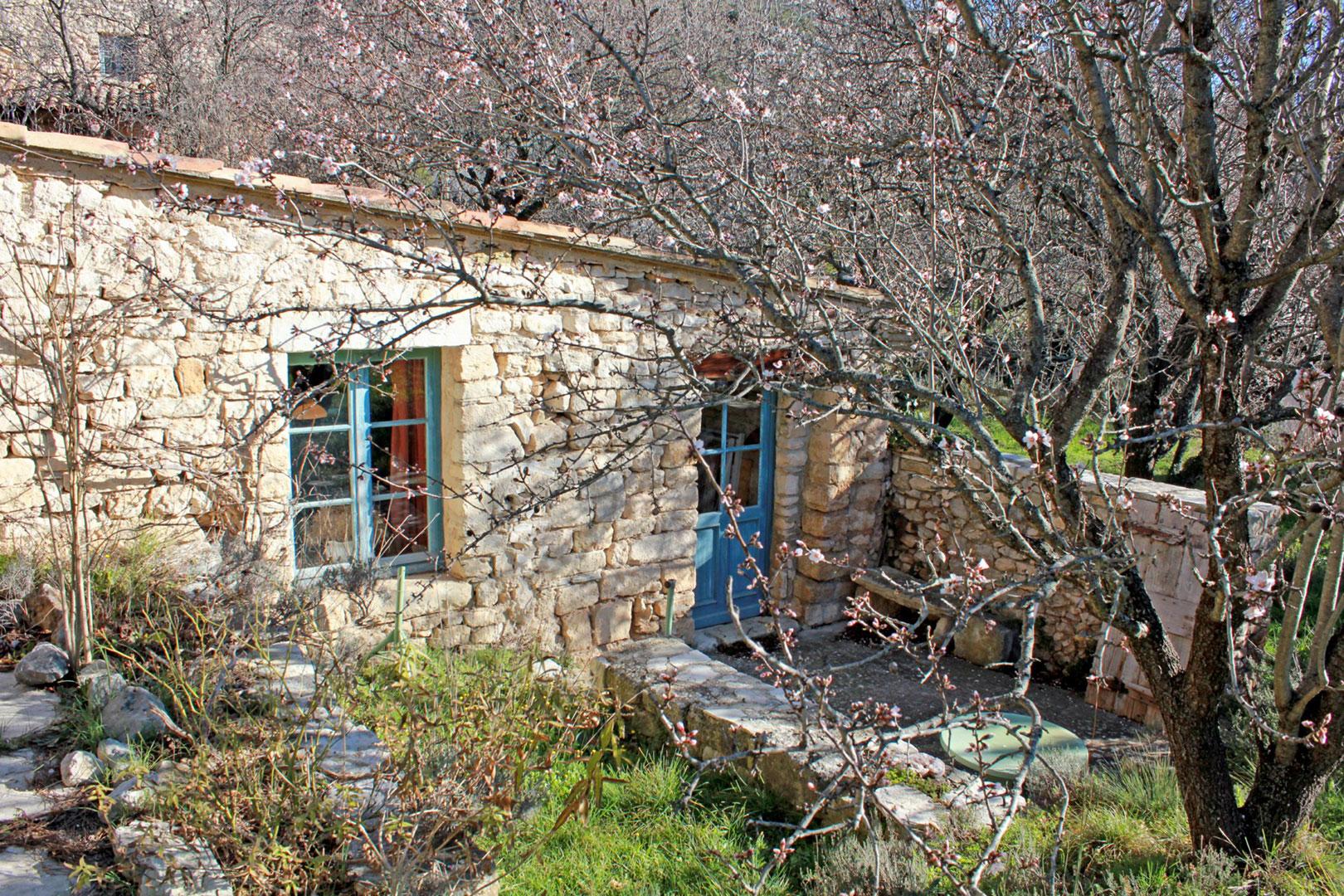 Maison de village sur très beau terrain  à vendre au cœur du Luberon