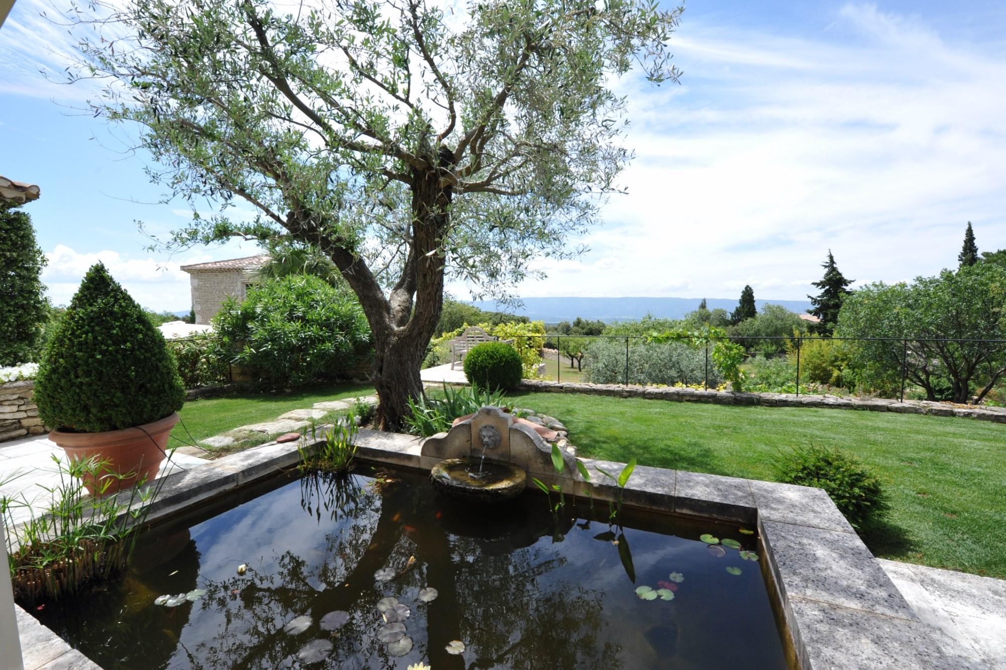 Belle maison avec bassin à vendre en Luberon