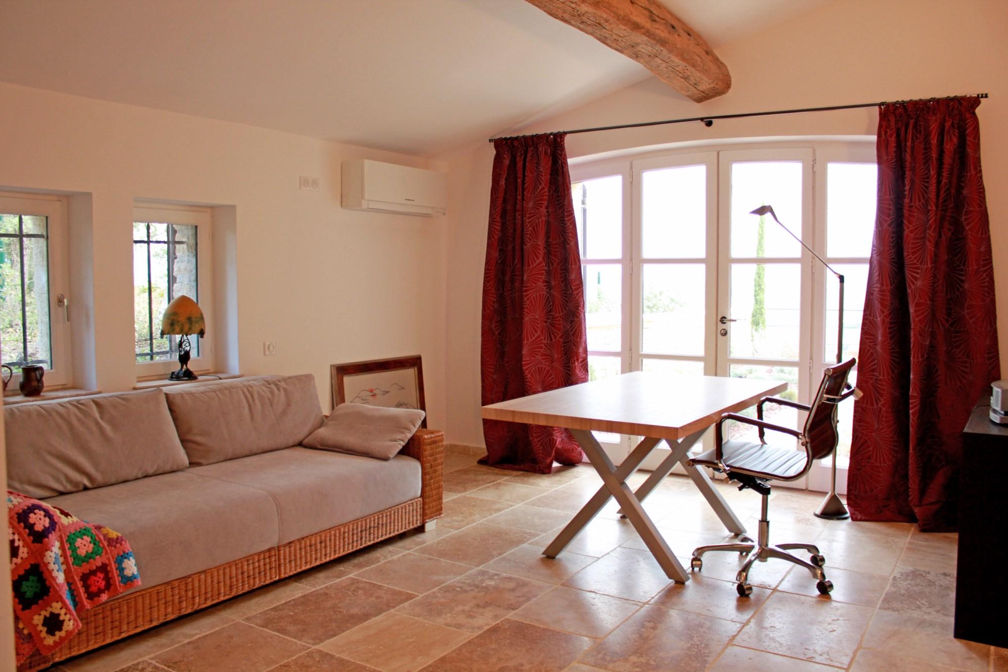 Maison traditionnelle à deux pas du village de Gordes avec vues sublimes