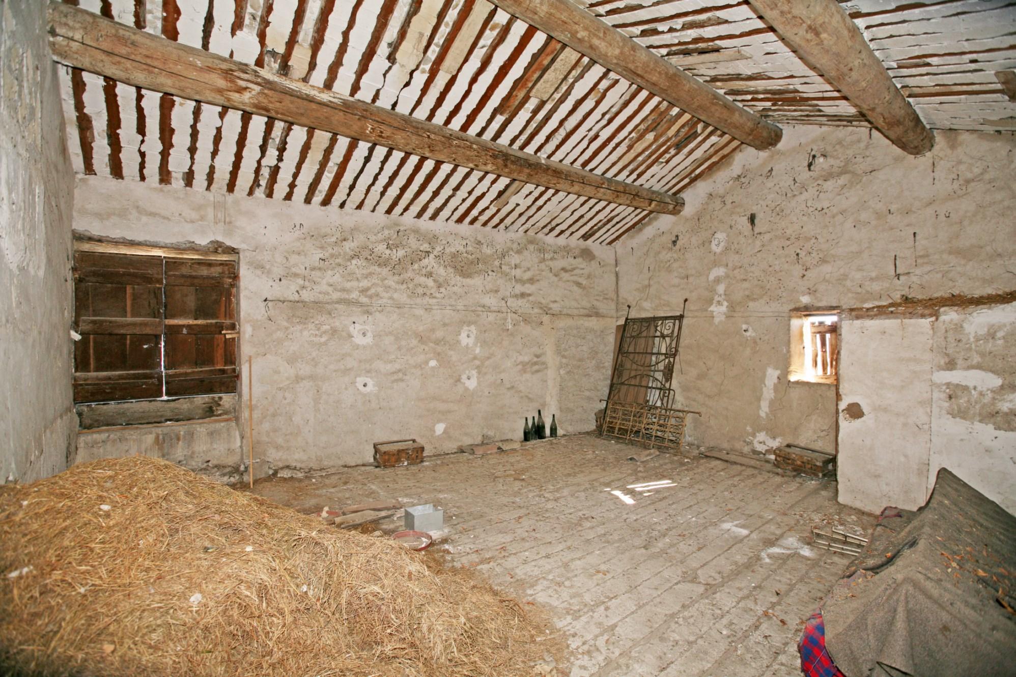 En vente, en Luberon, rare et authentique maison de village avec jardin et vue