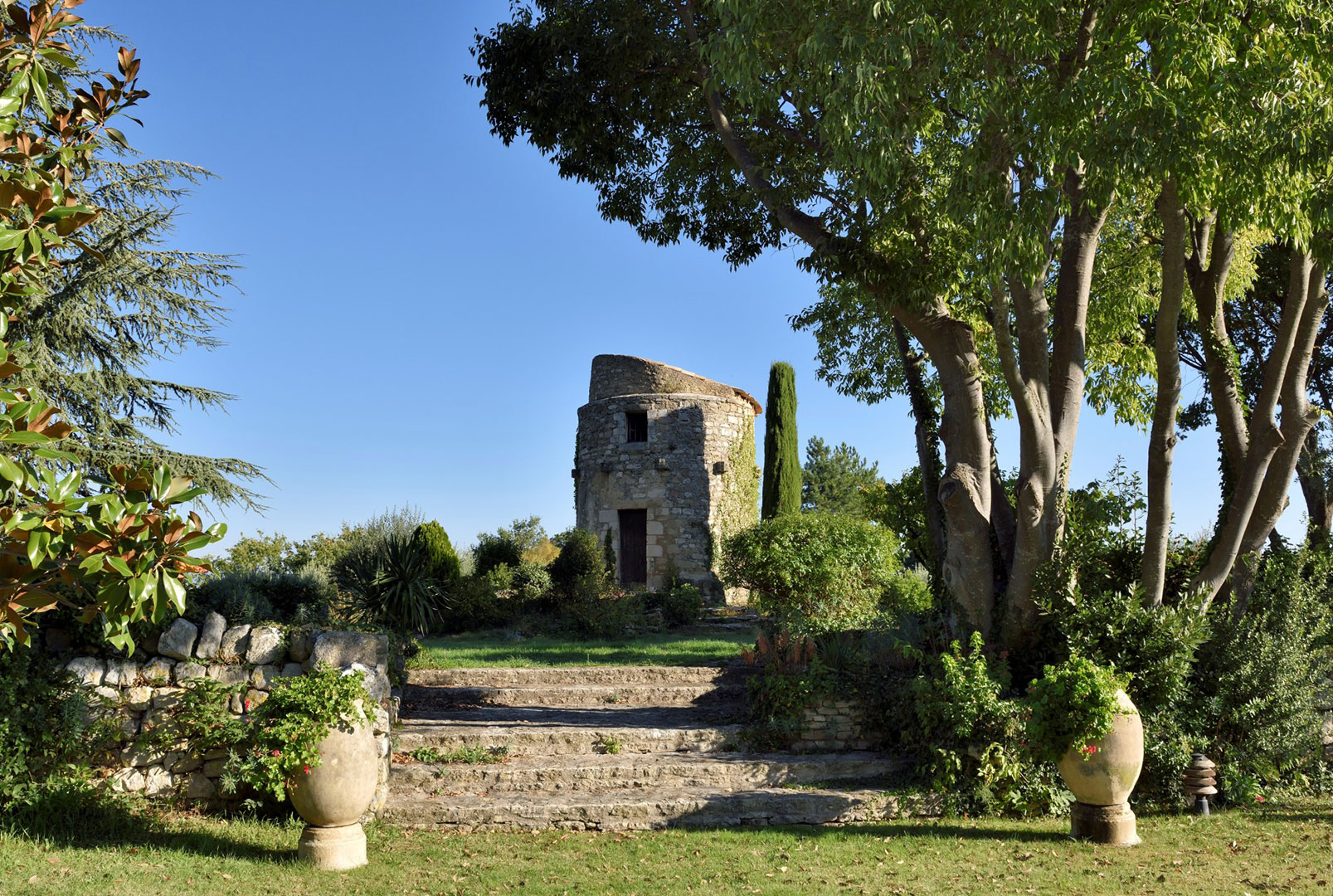 Propriété d'exception en vente au coeur d'un village perché du Luberon