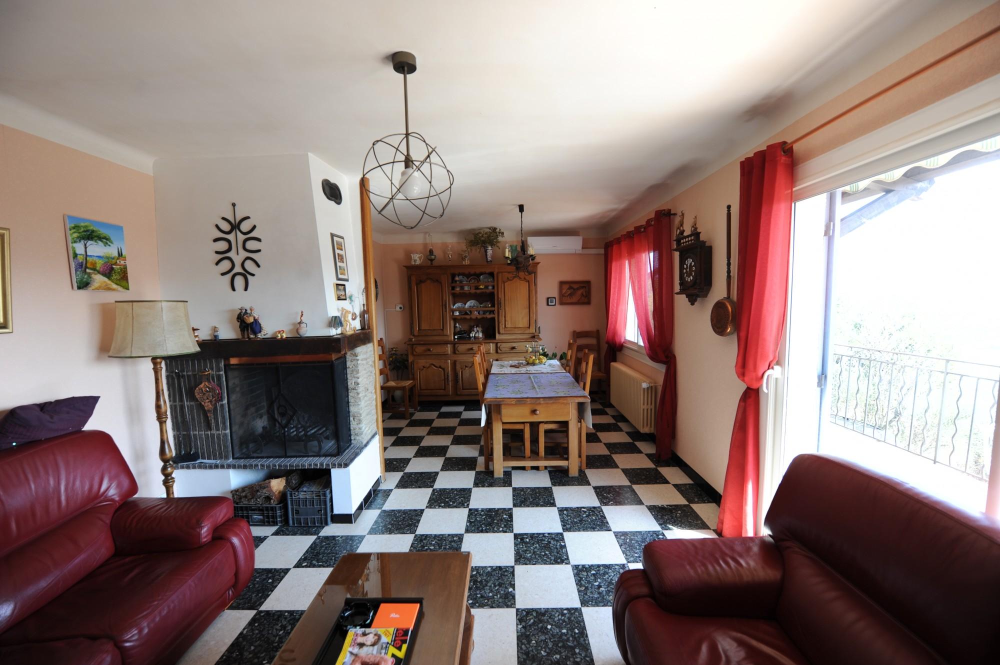 Maison à rafraîchir, avec vue, à vendre à Gordes