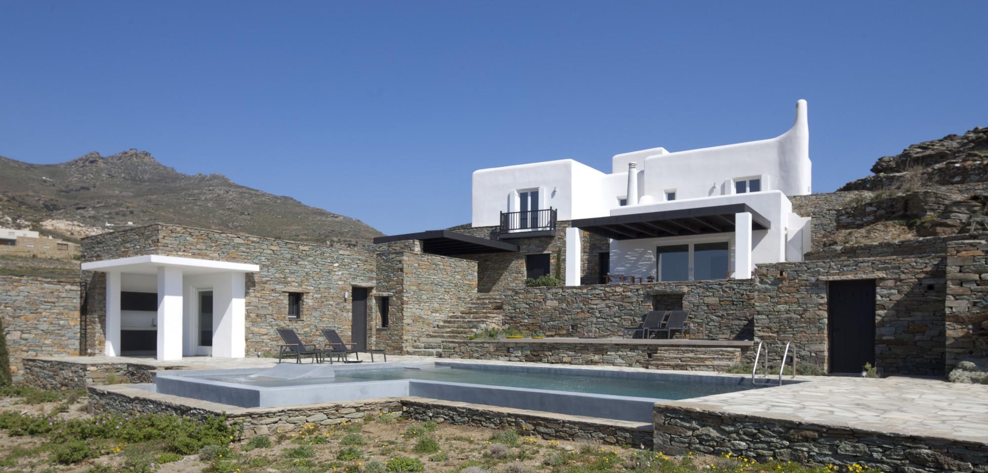 En Grèce, à vendre,  villa d'architecte au sein d'une péninsule de 11,5 hectares avec vue