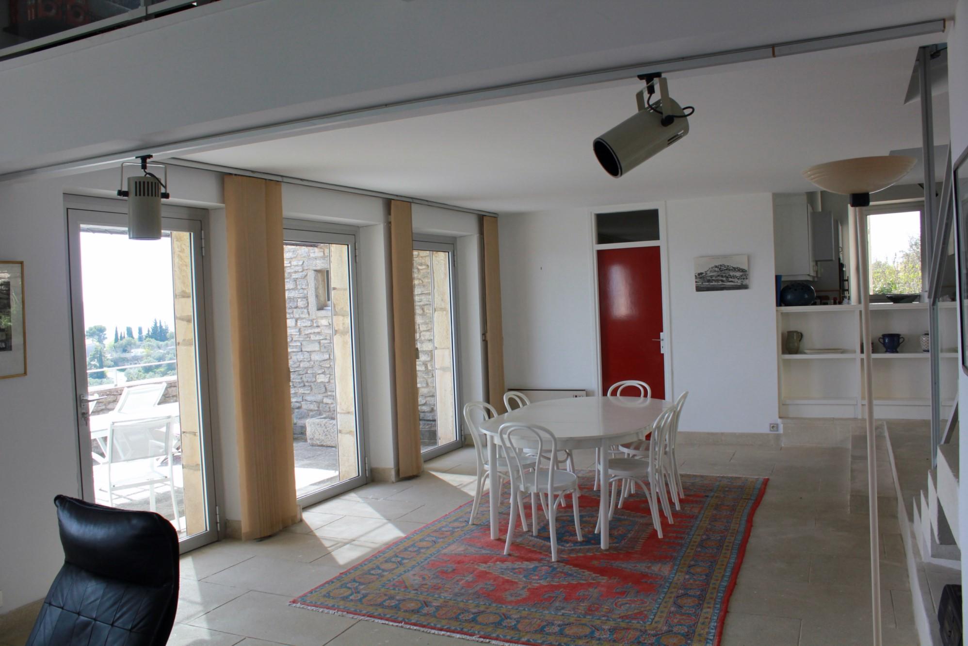 Maison de village avec terrasse et vues sublimes  à vendre en Luberon