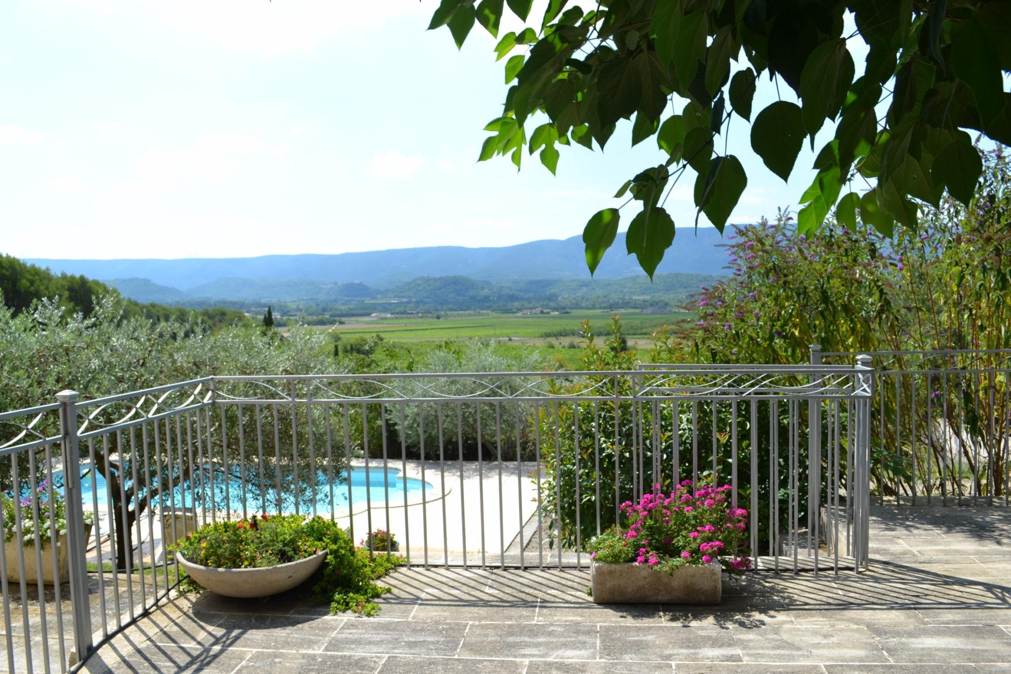 Maison à vendre à Gordes avec piscine et belle vue