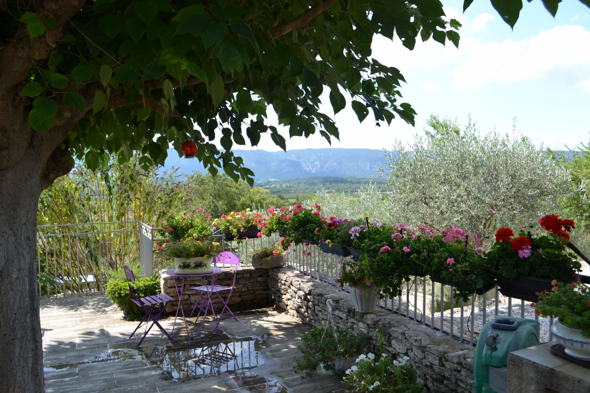 Jolie maison en pierres avec vues exceptionnelles à vendre à Gordes