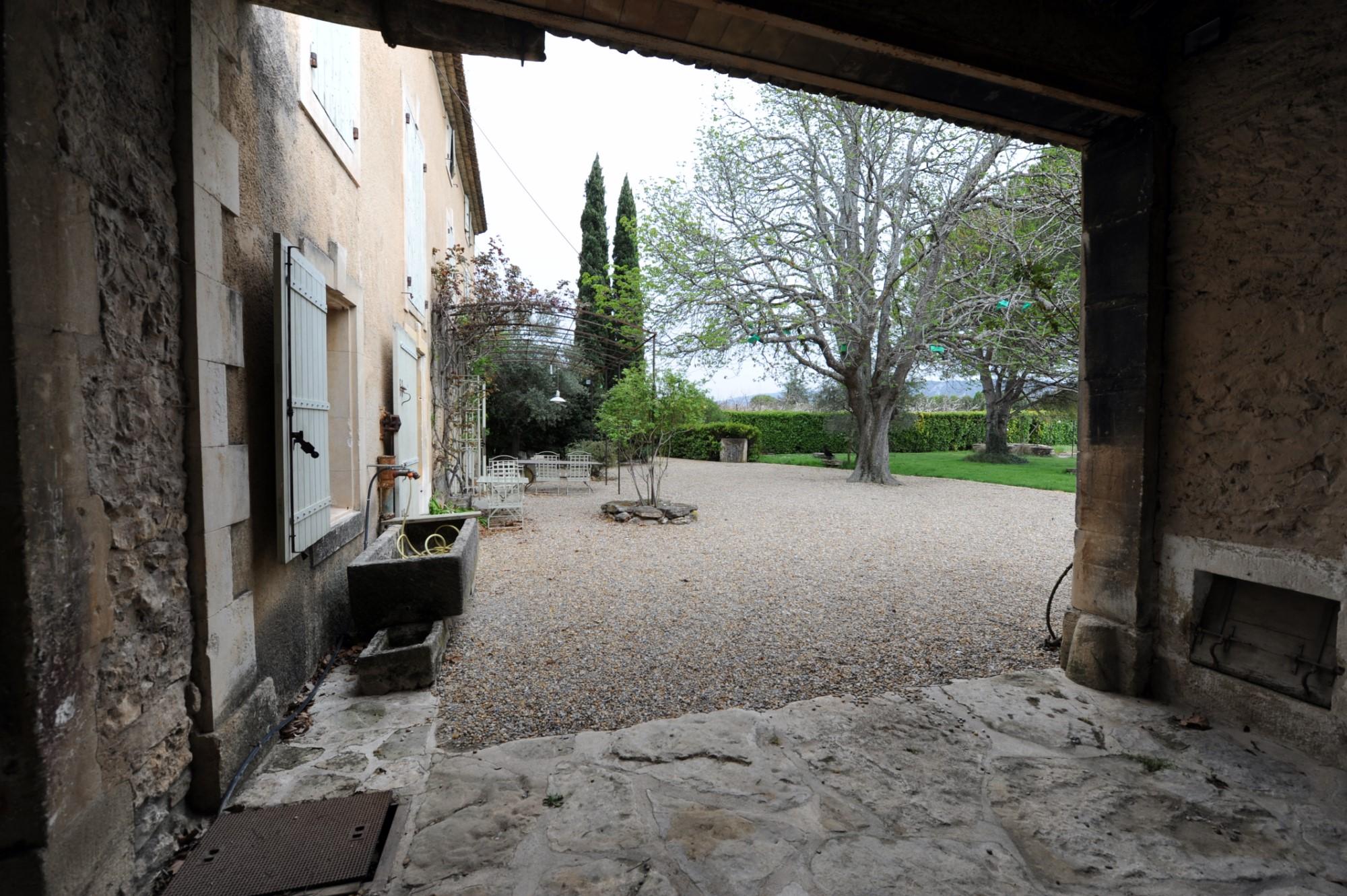Imposant mas avec piscine, parc paysager et dépendances à vendre en Luberon