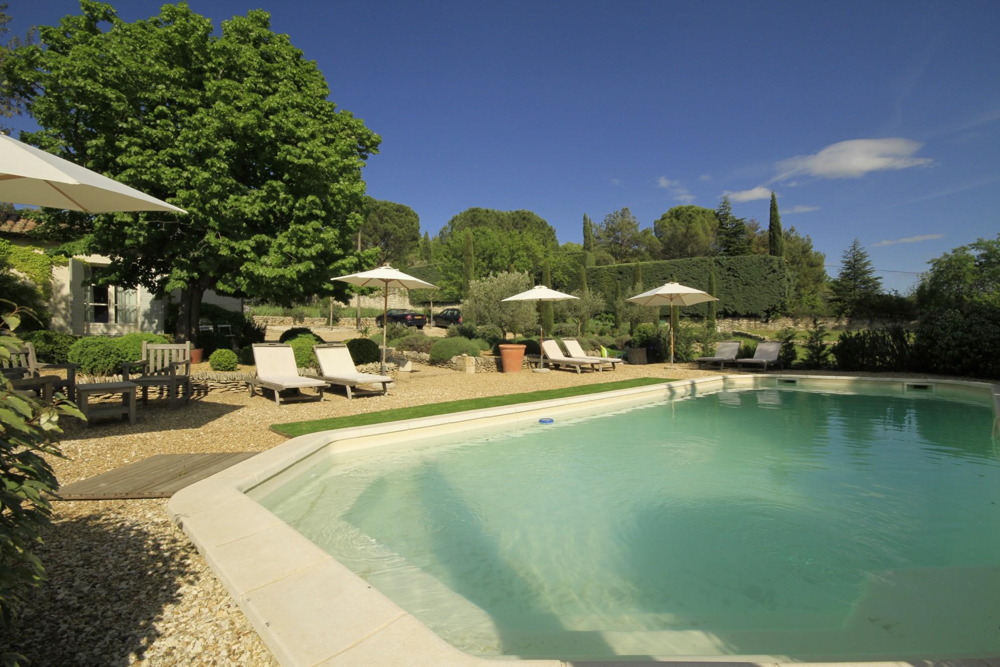 Bastide rénovée avec piscine à vendre en Luberon
