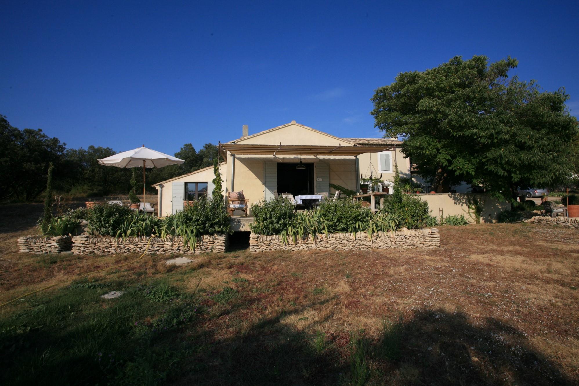 A vendre dans le Luberon, bastide rénovée avec vue