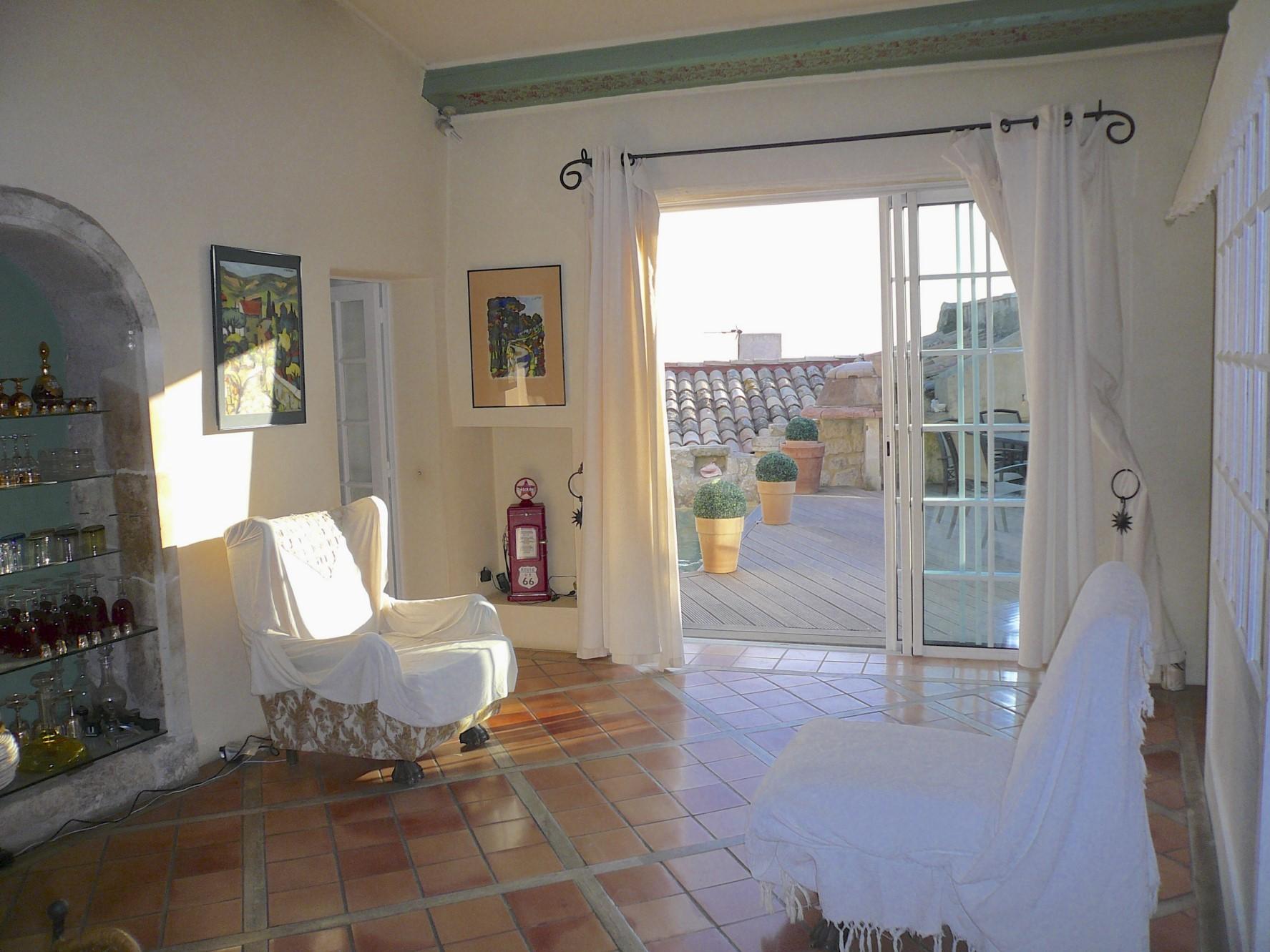 Maison atypique en pierres, au cœur d'un village de la Drôme Provençale