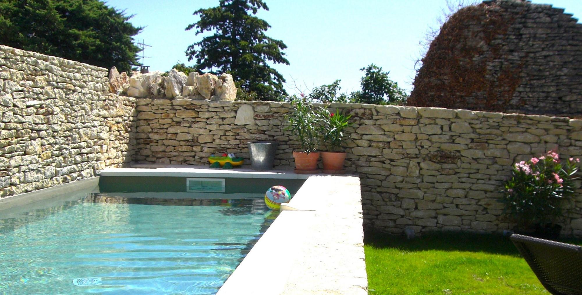 En Luberon, à vendre, maison de charme ave piscine, jardin et terrasse