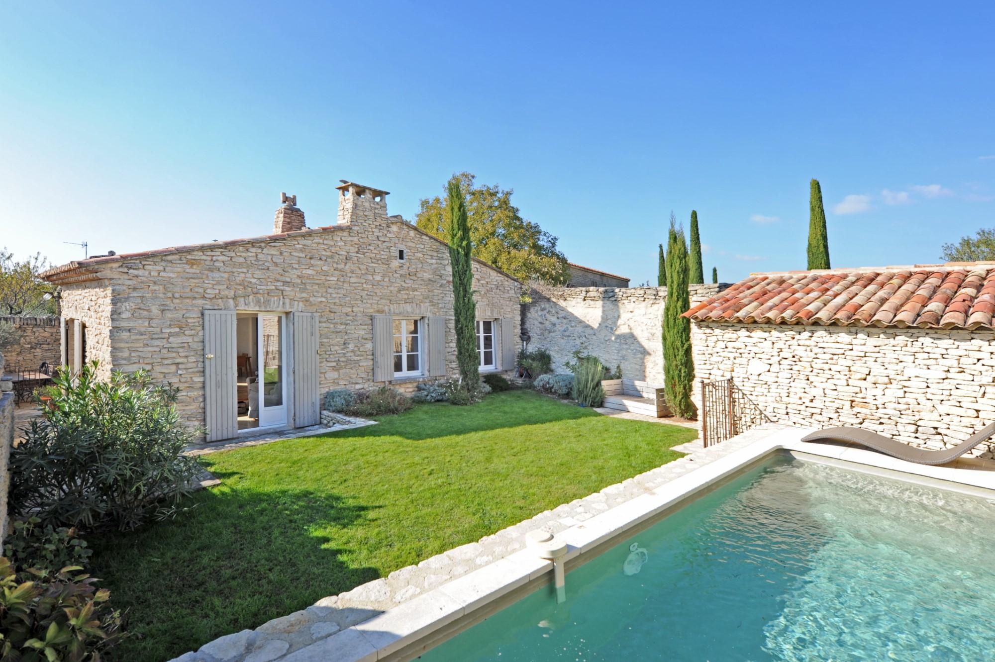 ventes en luberon vendre maison de charme ave piscine jardin et terrasse agence rosier