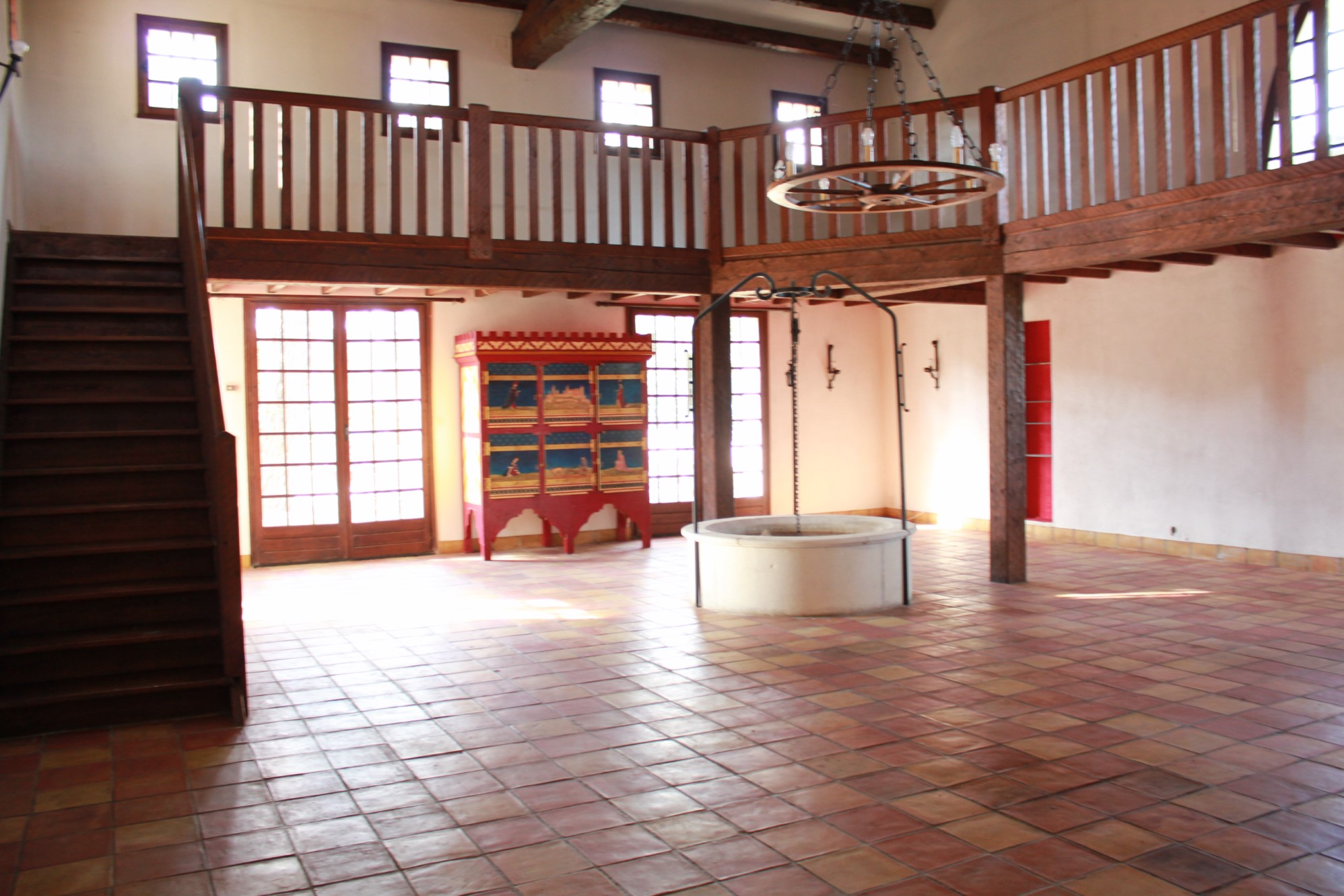 Grande maison traditionnelle en pierre dans le Luberon