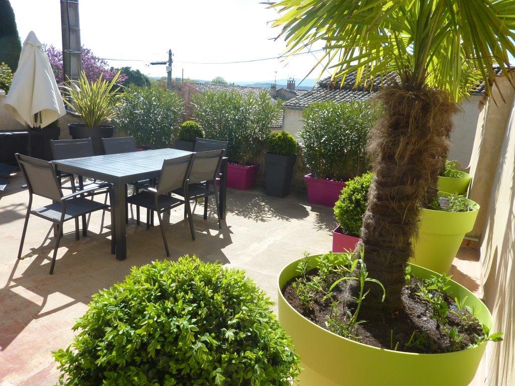 Propriété à vendre en Luberon avec cour intérieure, petit jardin paysagé et vue