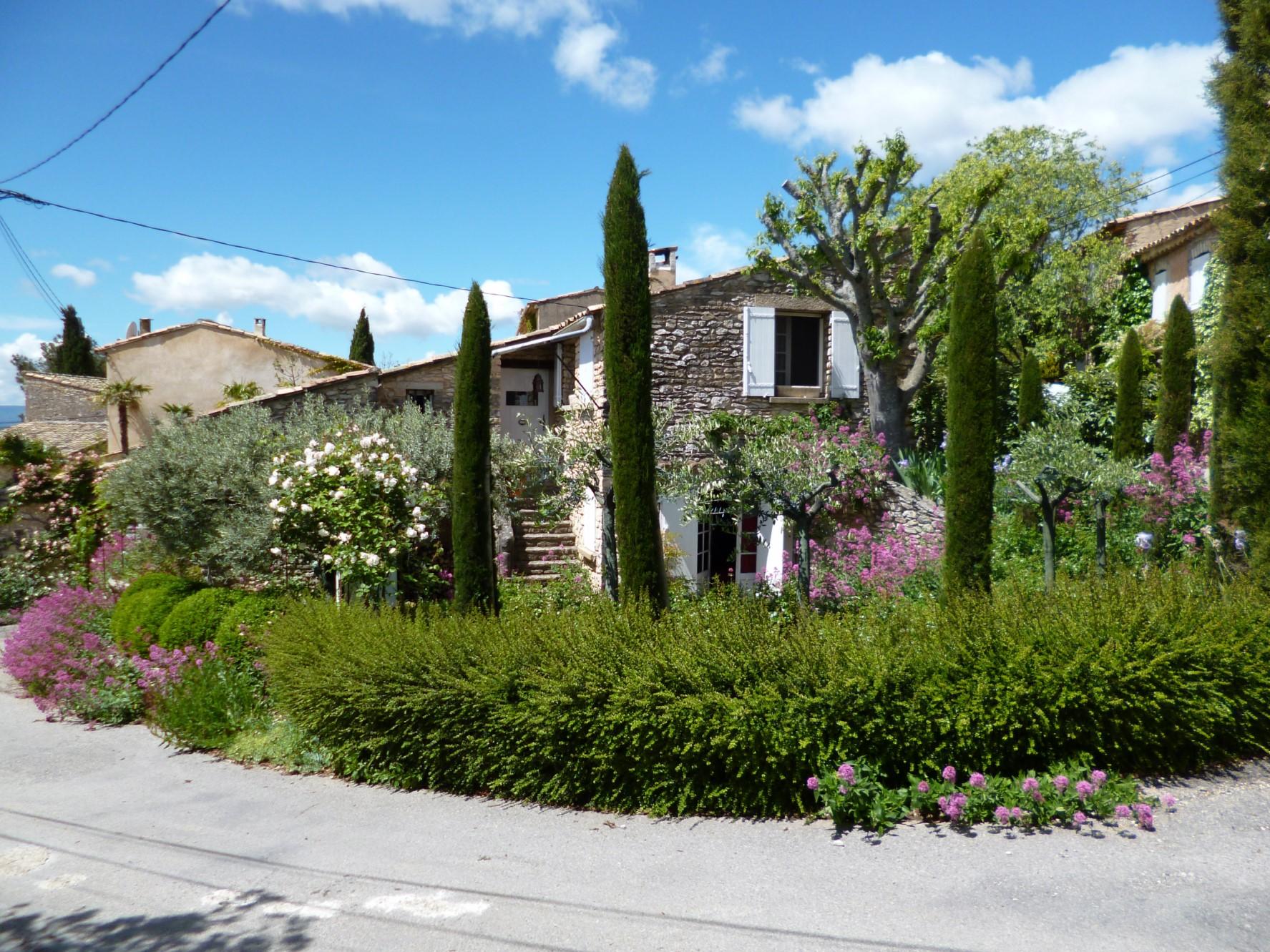 Maison en pierres rénovée à vendre en Luberon