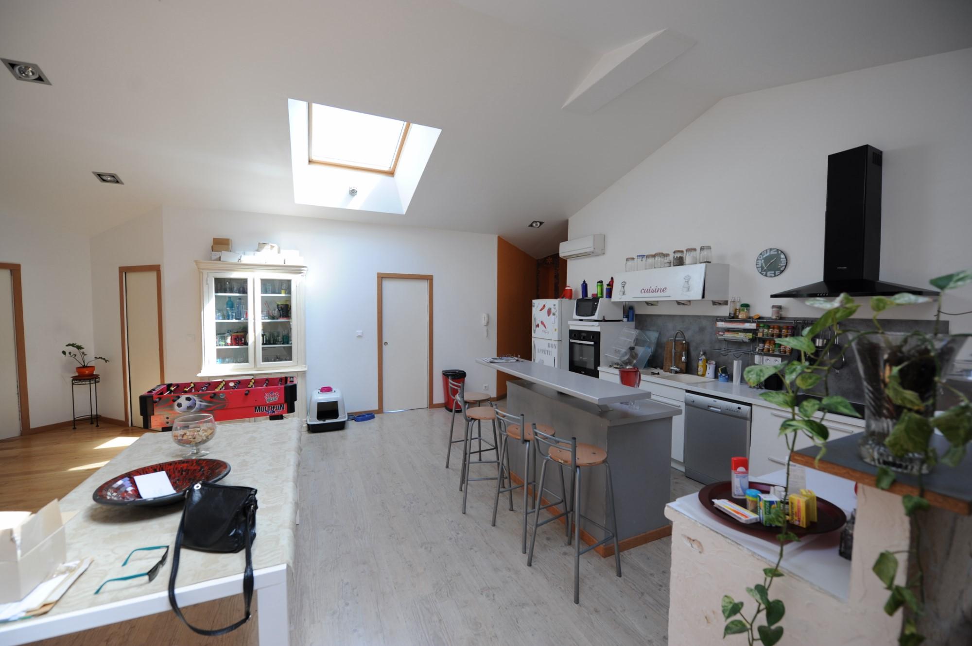 Emplacement commercial de premier ordre avec maison, piscine et annexes en Luberon
