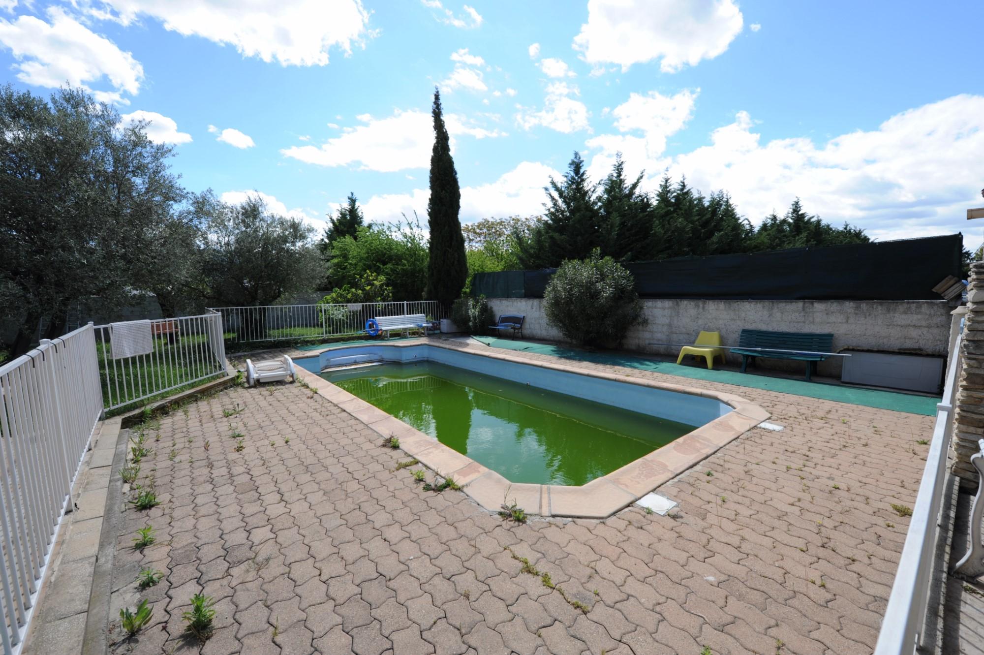 Maison avec piscine et dépendance à vendre dans le Luberon