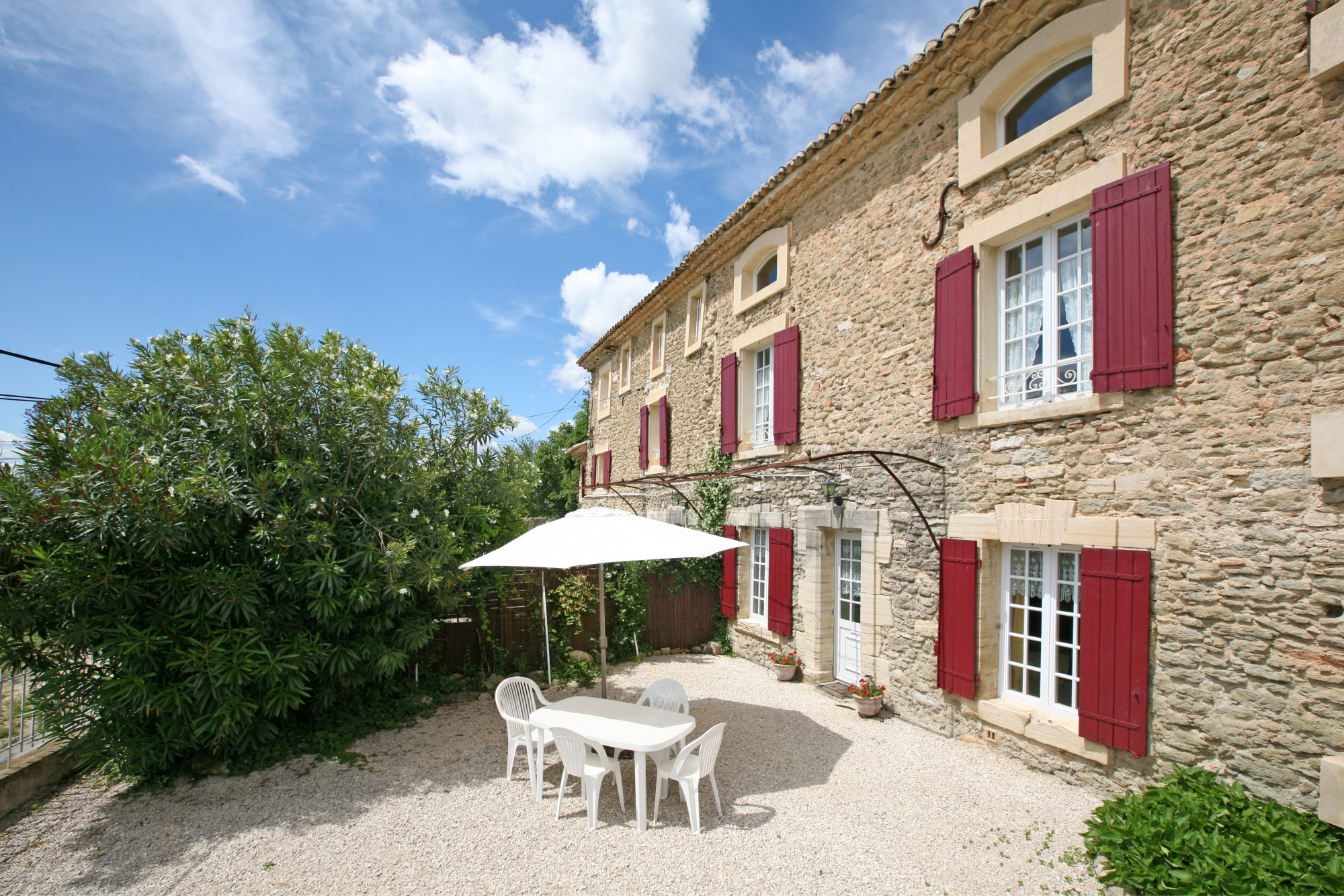 En vente en Provence, belle maison de famille avec gites, jardin et piscine