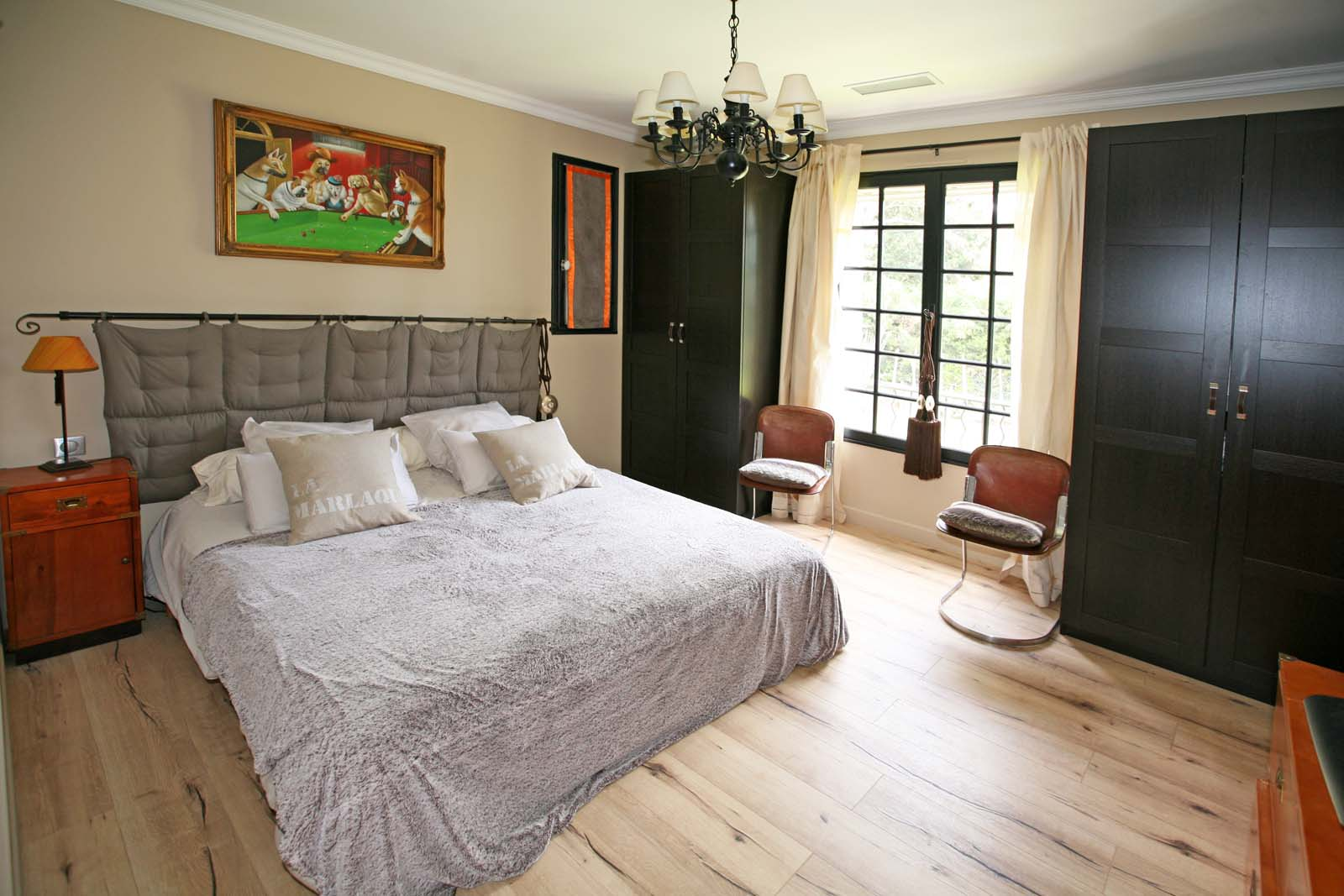 Une des chambres de cette maison en vente dans le Comtat Venaissin