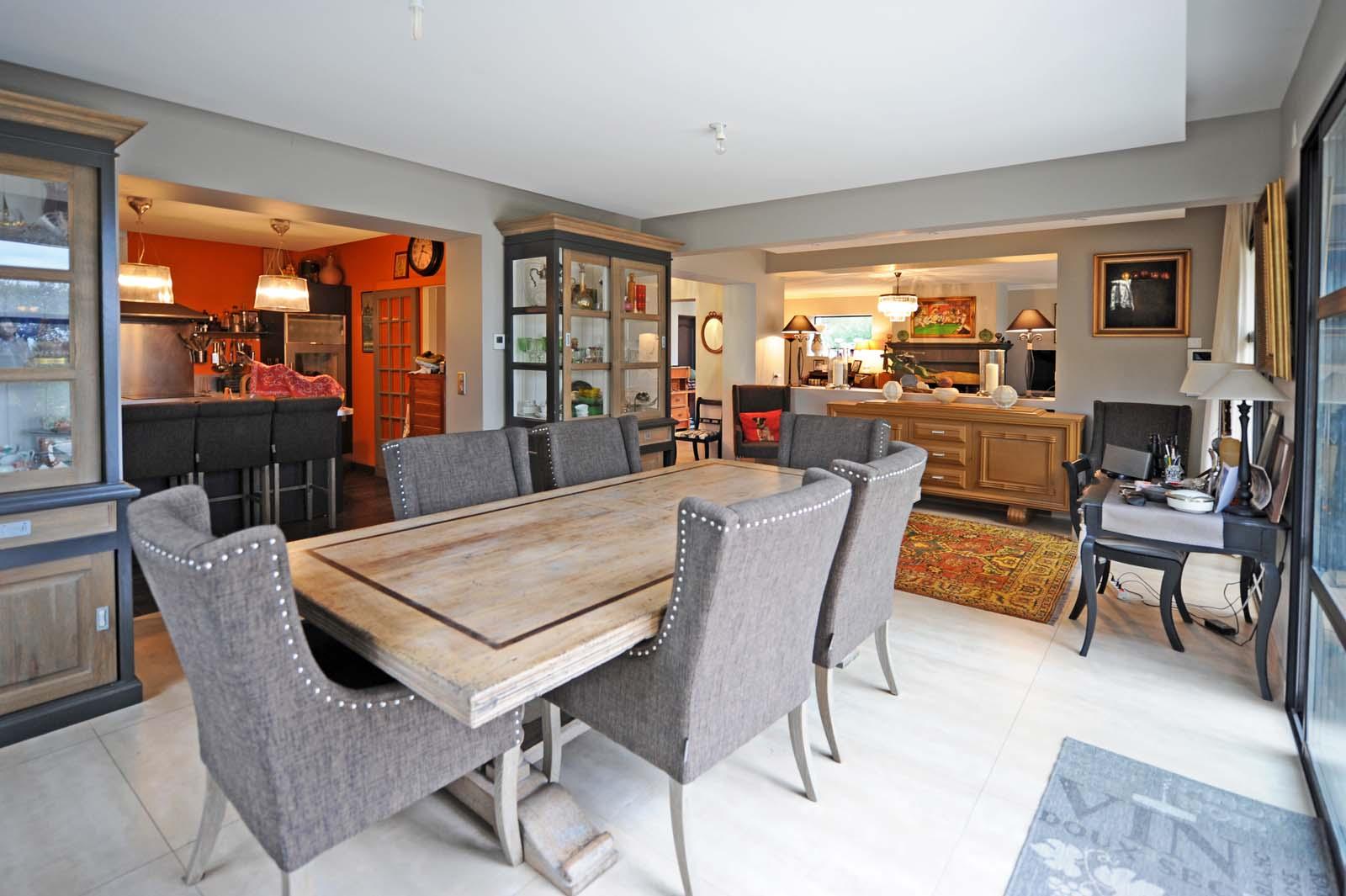 A vendre en Comtat Venaissin,  villa contemporaine avec terrasses et piscine