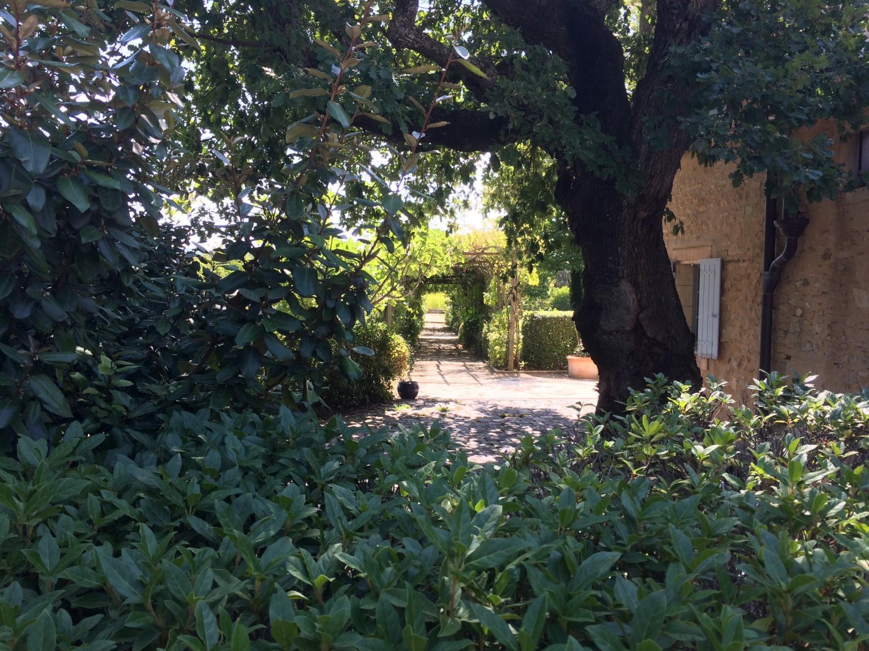 Très belle propriété du XVIIème siècle restaurée et avec vue sur le Lubéron
