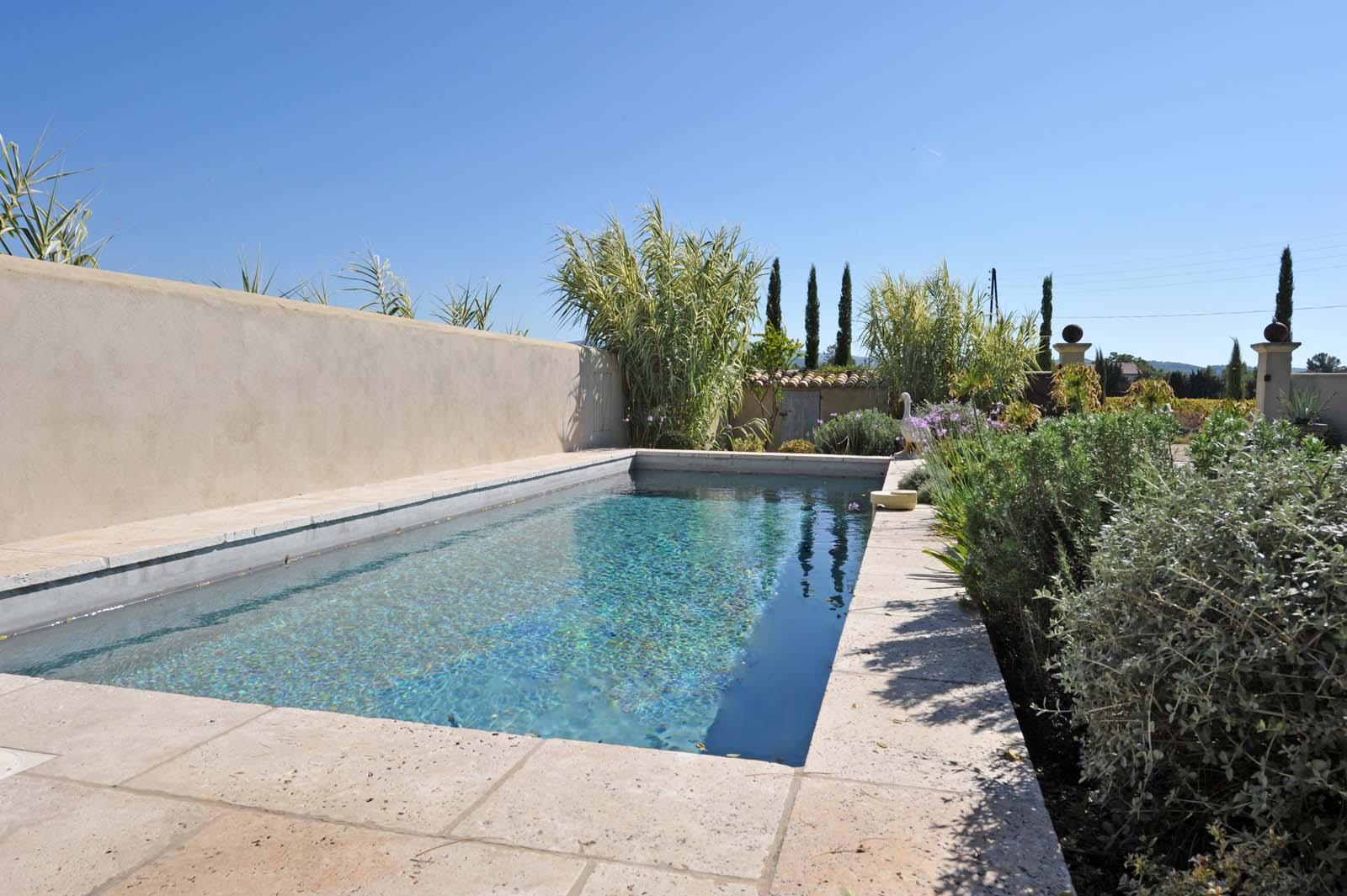 Ancienne propriété viticole avec piscine à vendre