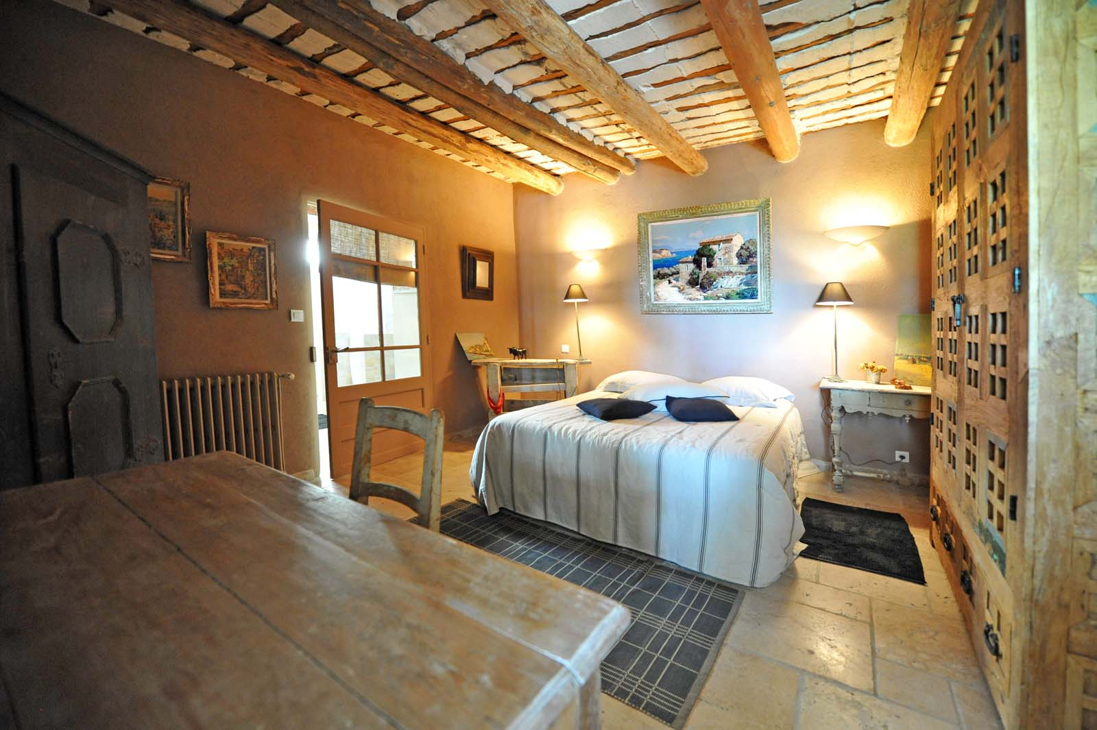 Proche Mont Ventoux,  ancienne propriété viticole à vendre avec dépendances