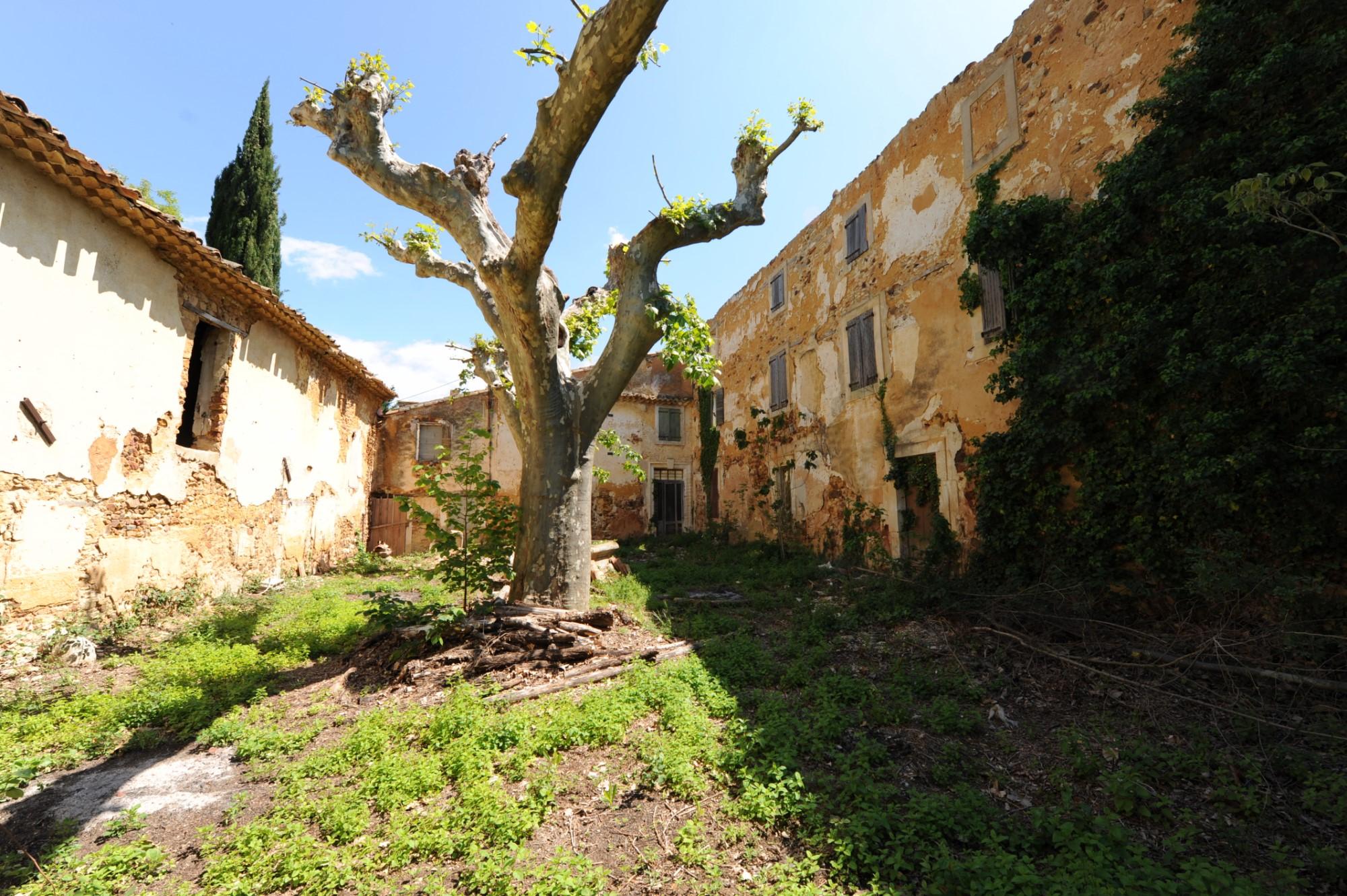 Fermes non encore rénovées dans le Luberon
