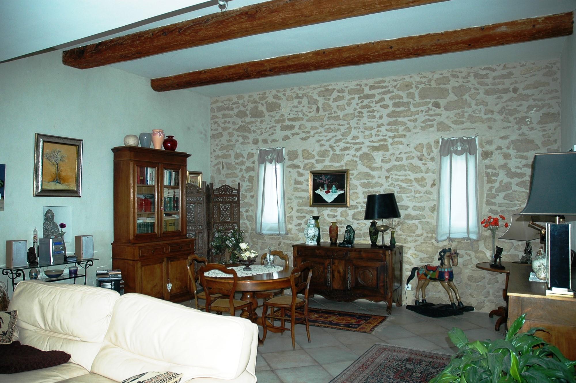 Mas ancien plein de charme à vendre, proche Luberon, dans le secteur des Sorgues