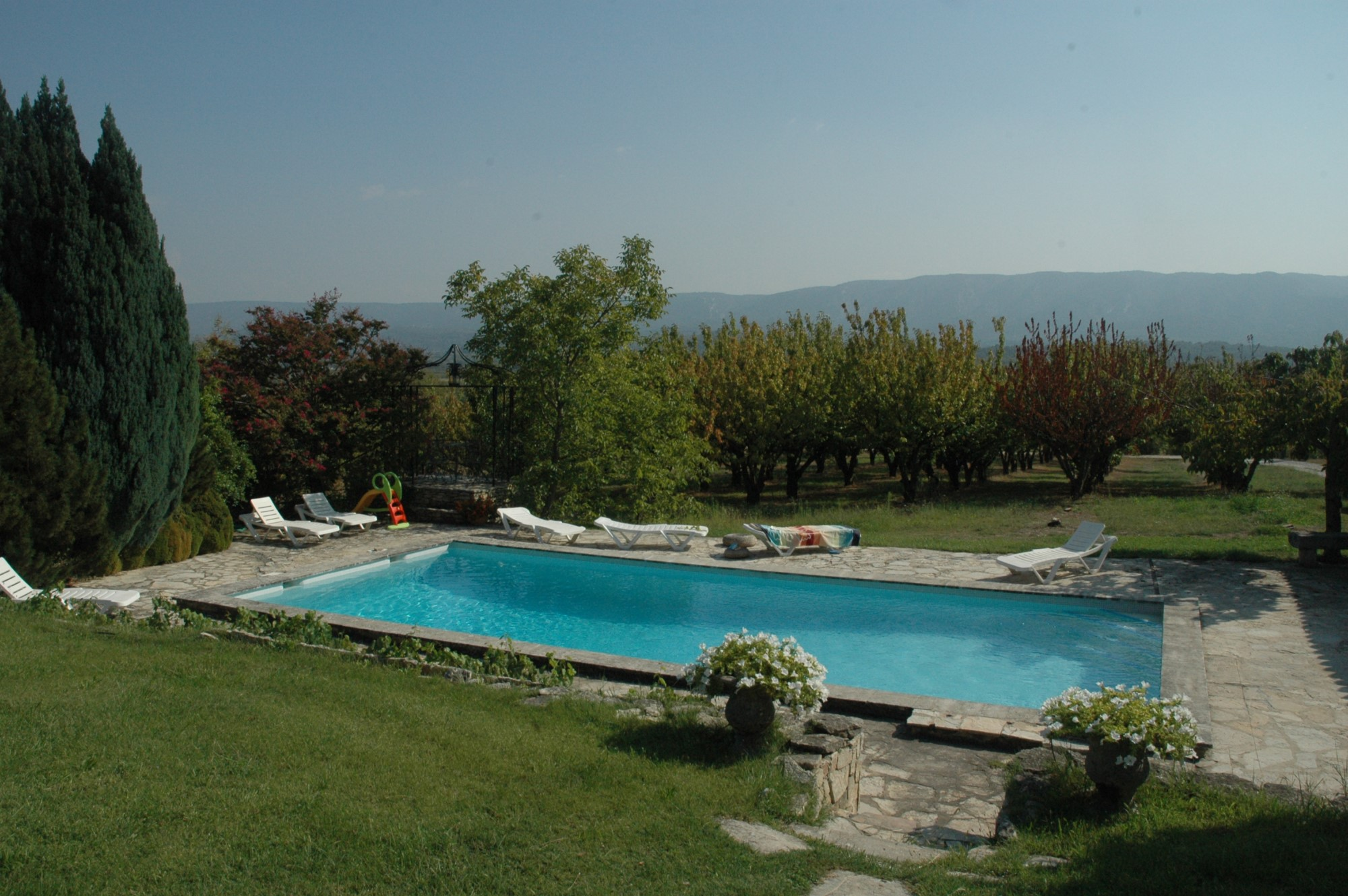 Camping luberon avec piscine camping luberon bergerie for Camping dans le limousin avec piscine