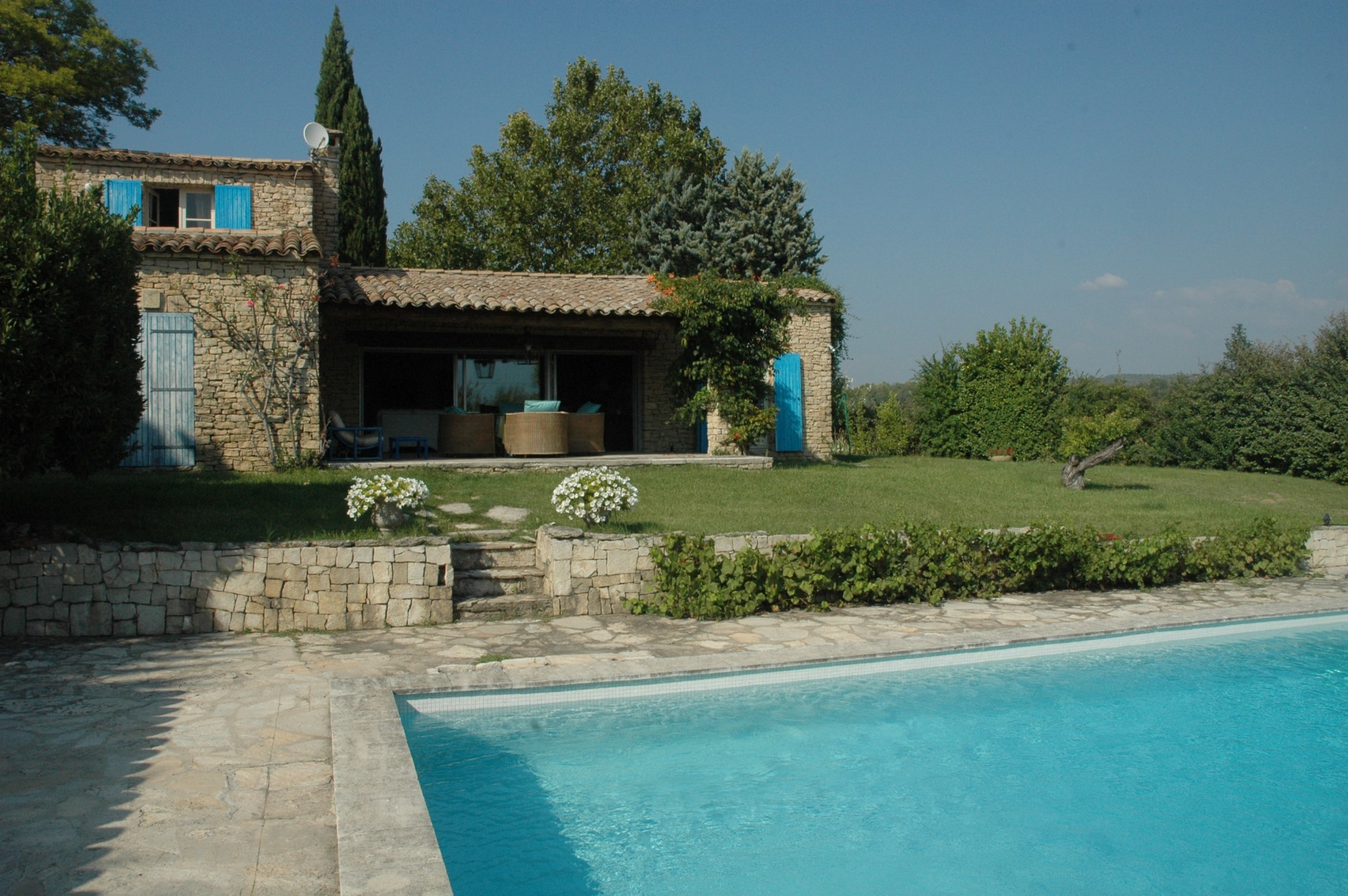Villa en pierres dans le Luberon avec jardin, piscine et vues à vendre