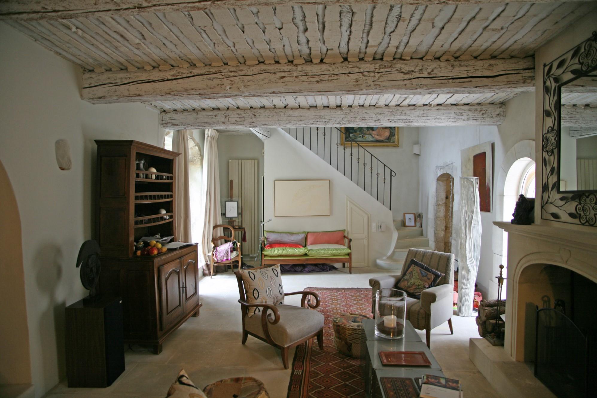 Ménerbes, maison de village avec cours et terrasse offrant des vues sur le Luberon