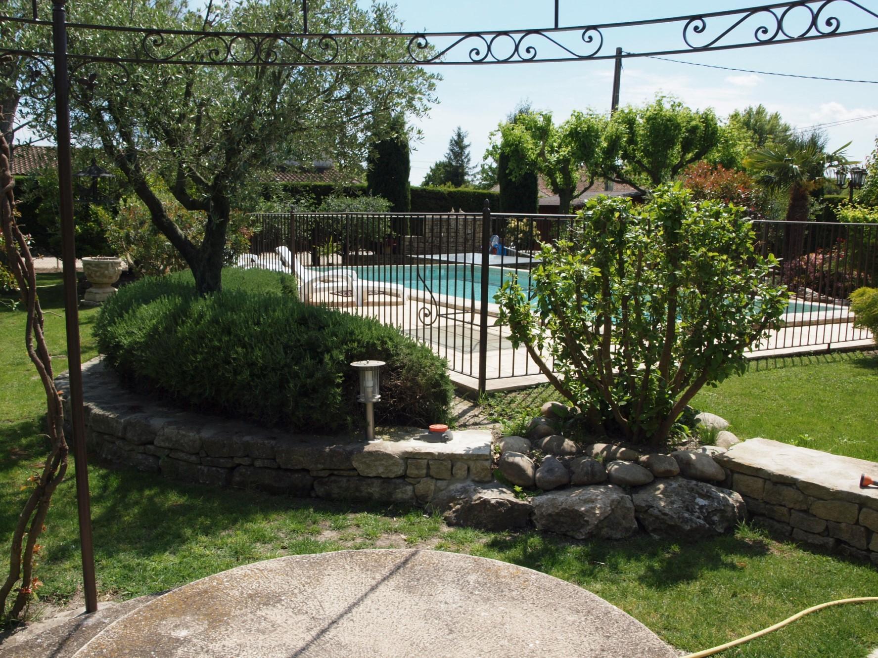 A vendre à l'Isle-sur-la-Sorgue, ensemble constitué de deux petites maison
