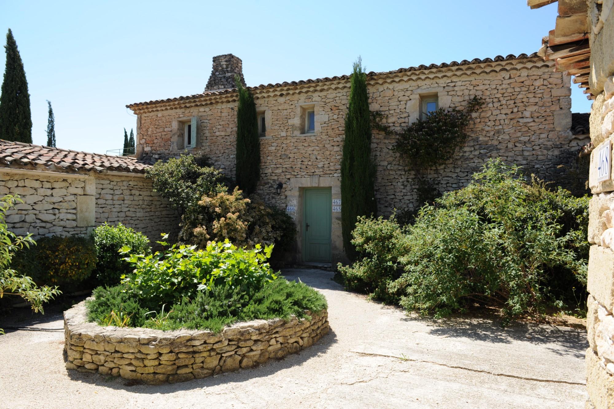 Entre Luberon et Monts de Vaucluse, à vendre, maison en pierres, sur 2700 m² avec vue