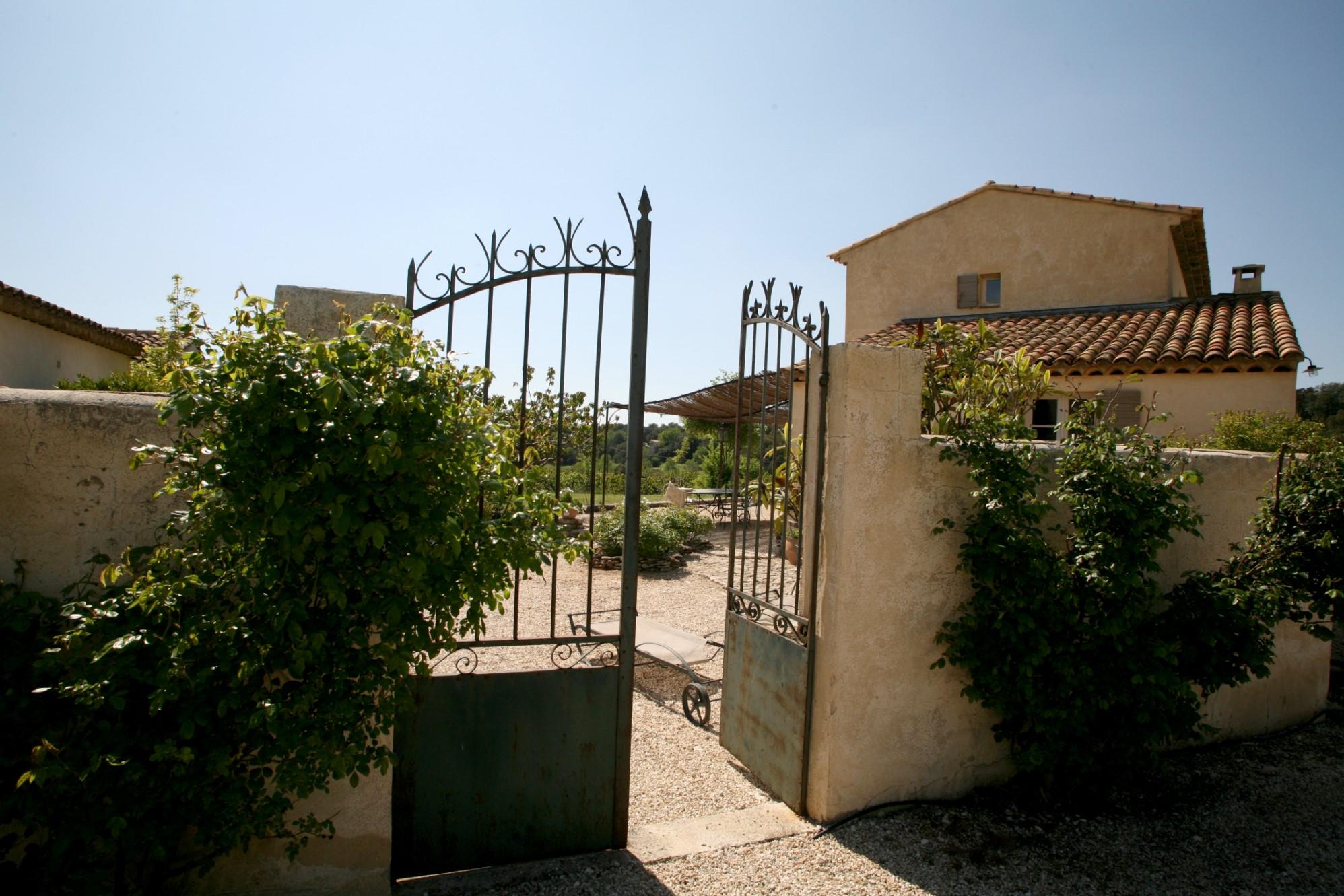 En vente,  belle maison provençale, sur plus de 5 000 m² avec vue imprenable