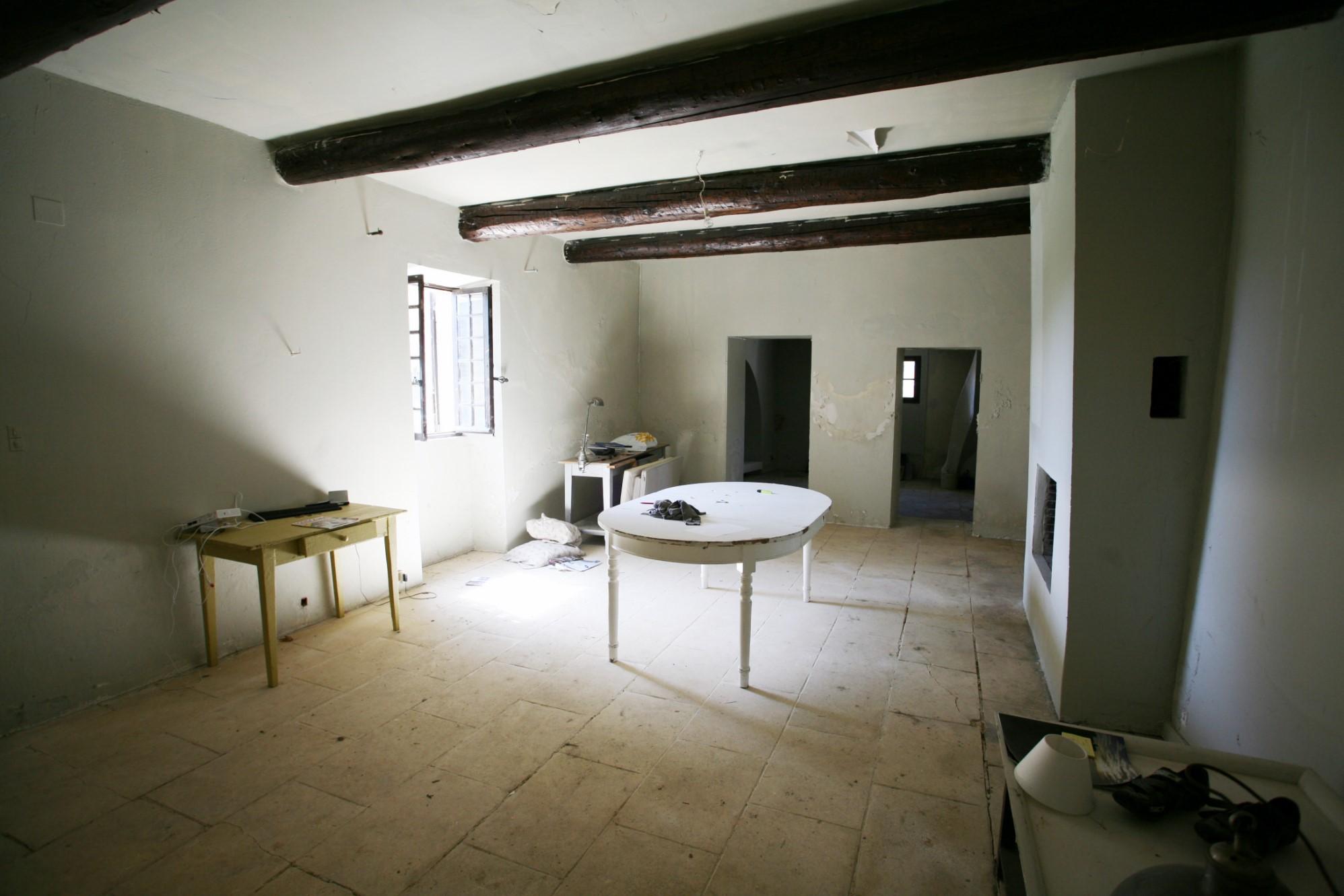Luberon, à vendre, ancienne ferme en pierres, sur 3 500 m² avec vue