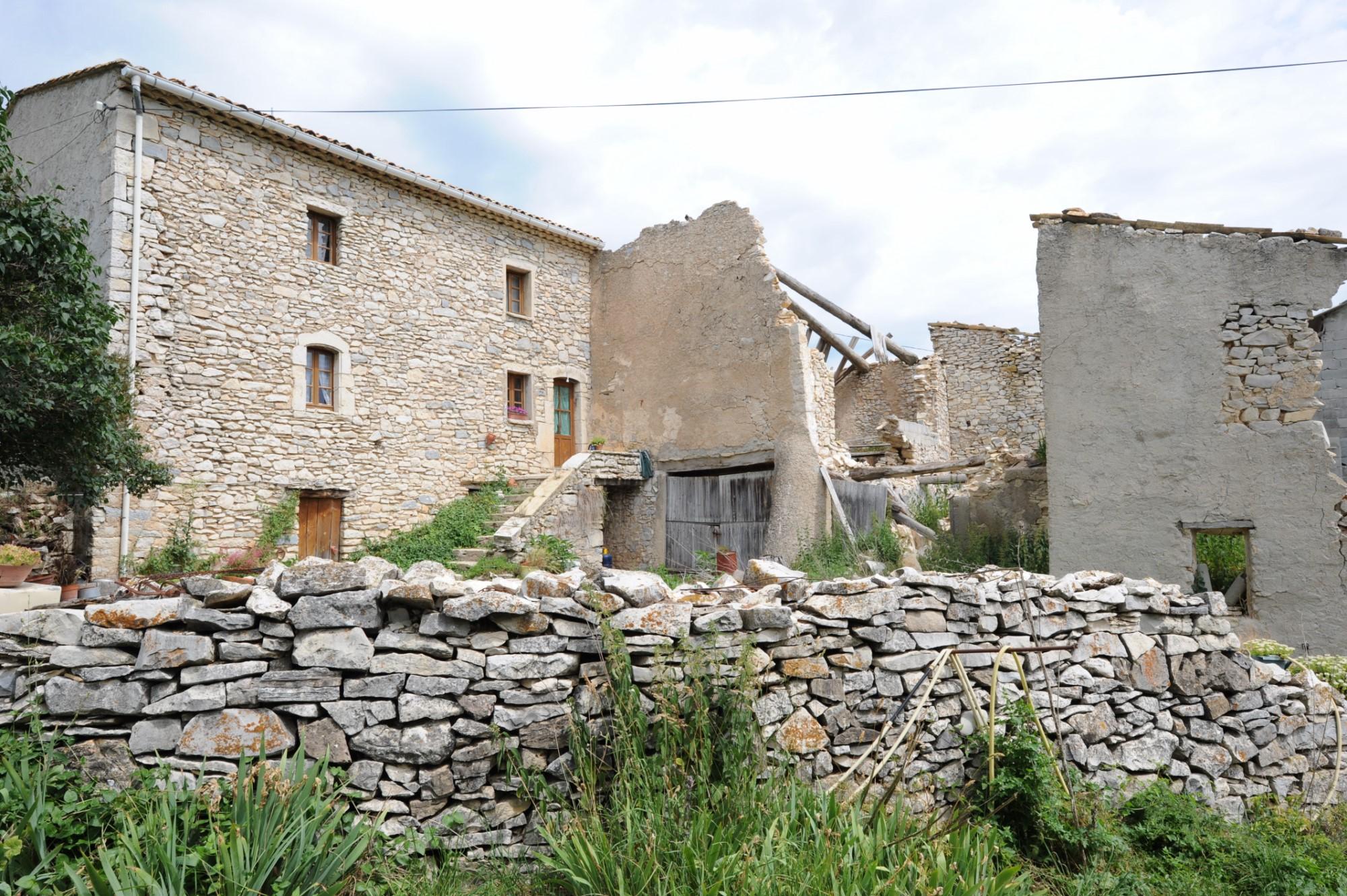 Ferme à restaurer à vendre en Provence