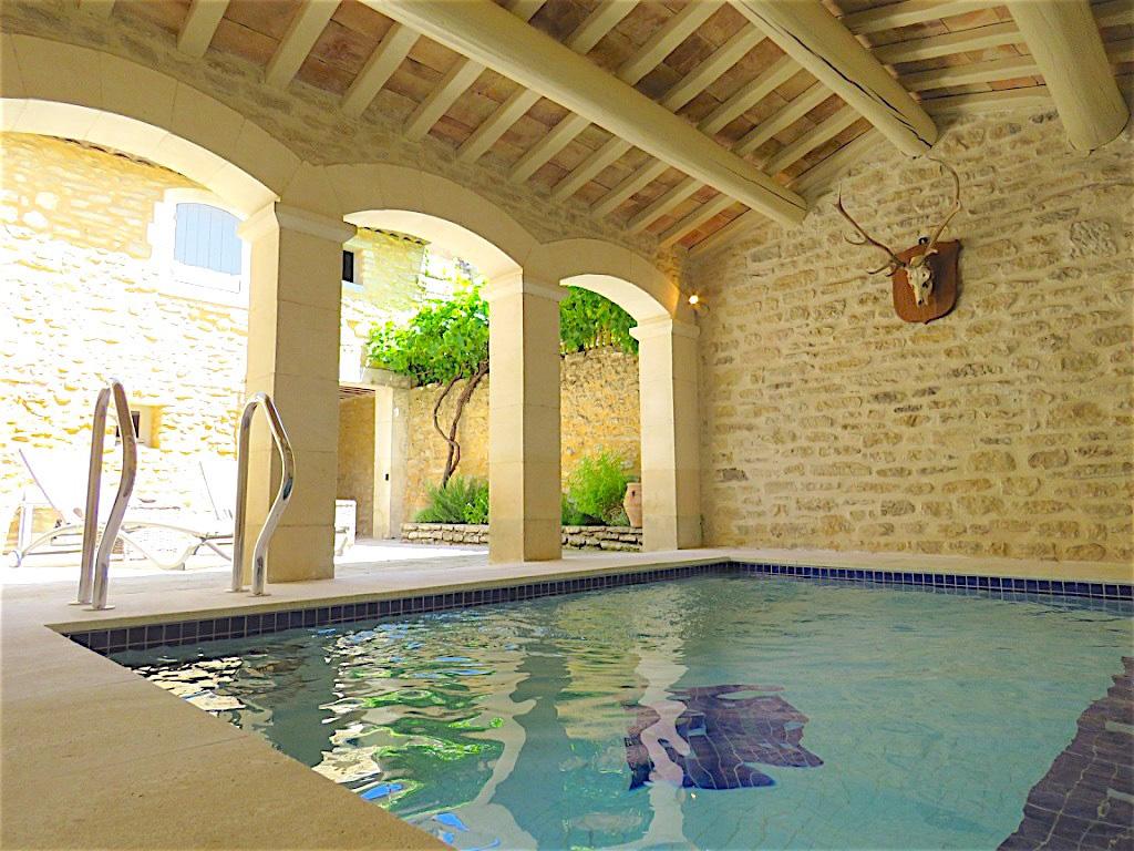 Un oasis dans le centre d'un village perché, avec de belles vues sur le Luberon