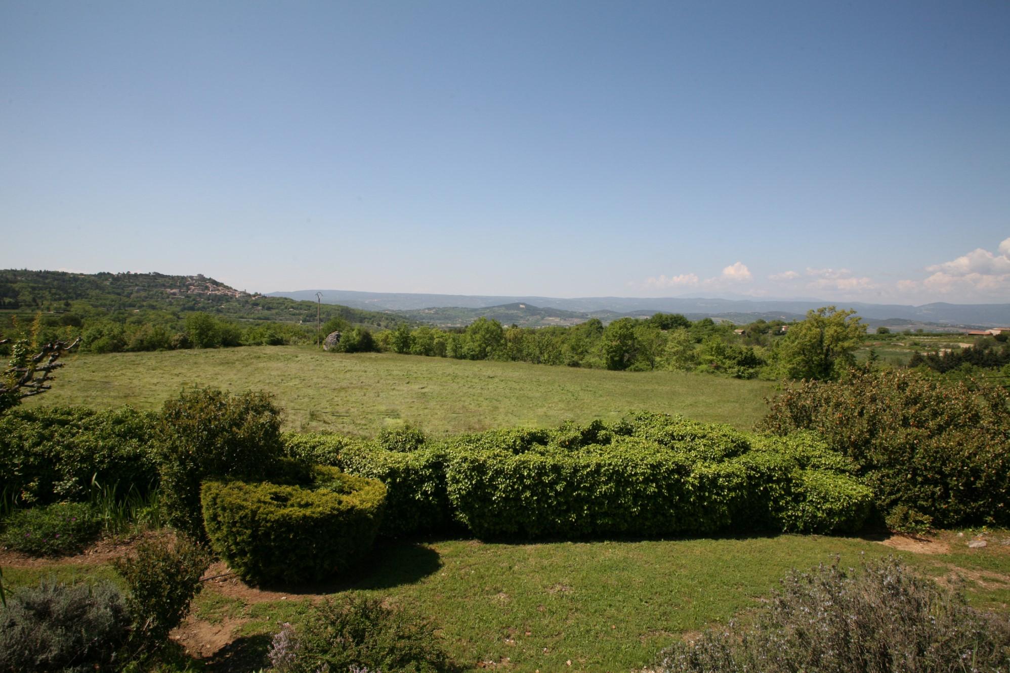 Entre Bonnieux et Lacoste, à vendre, propriété avec vues sublimes