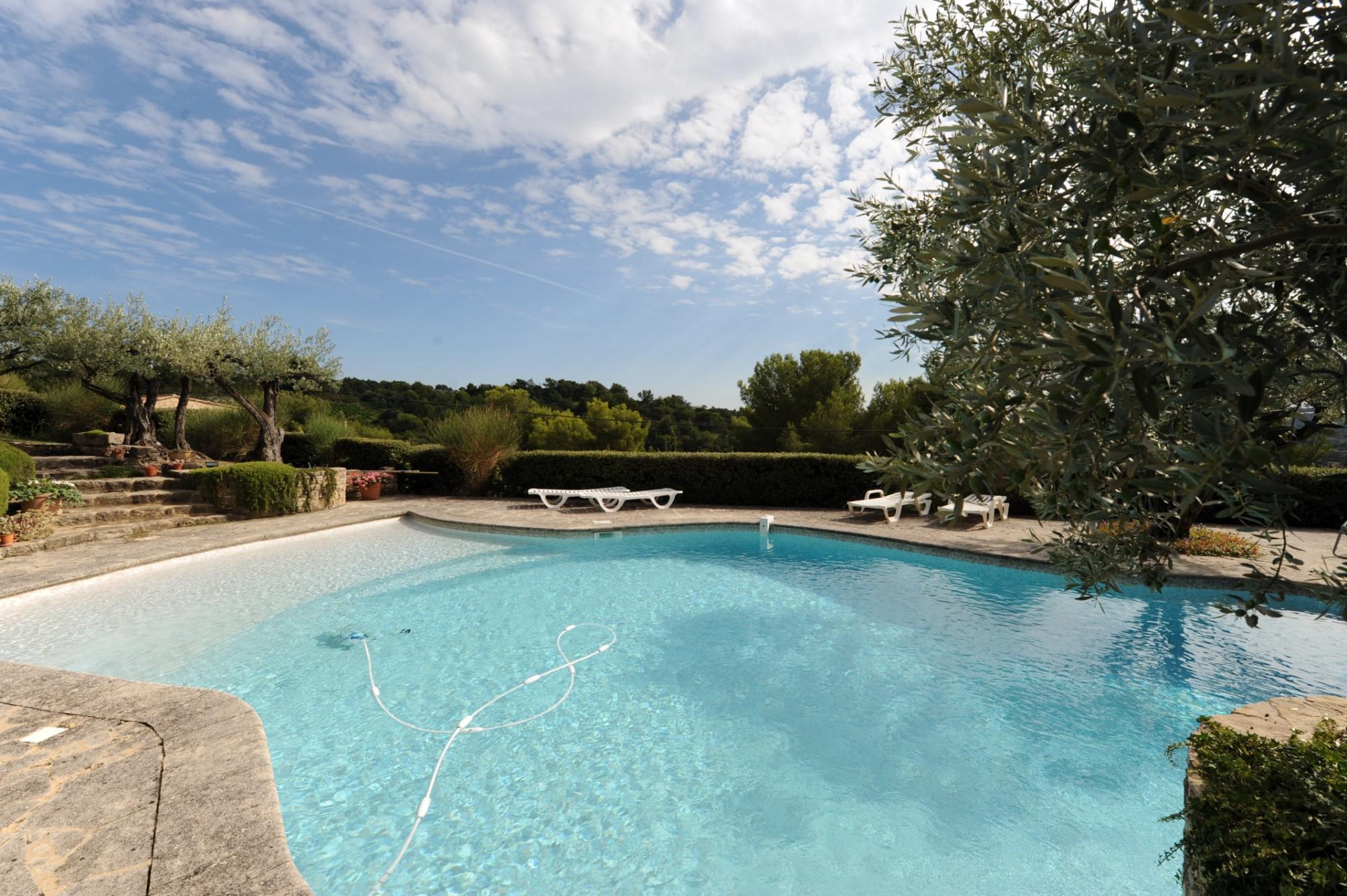 Propriété en pierres avec piscine à vendre en Provence