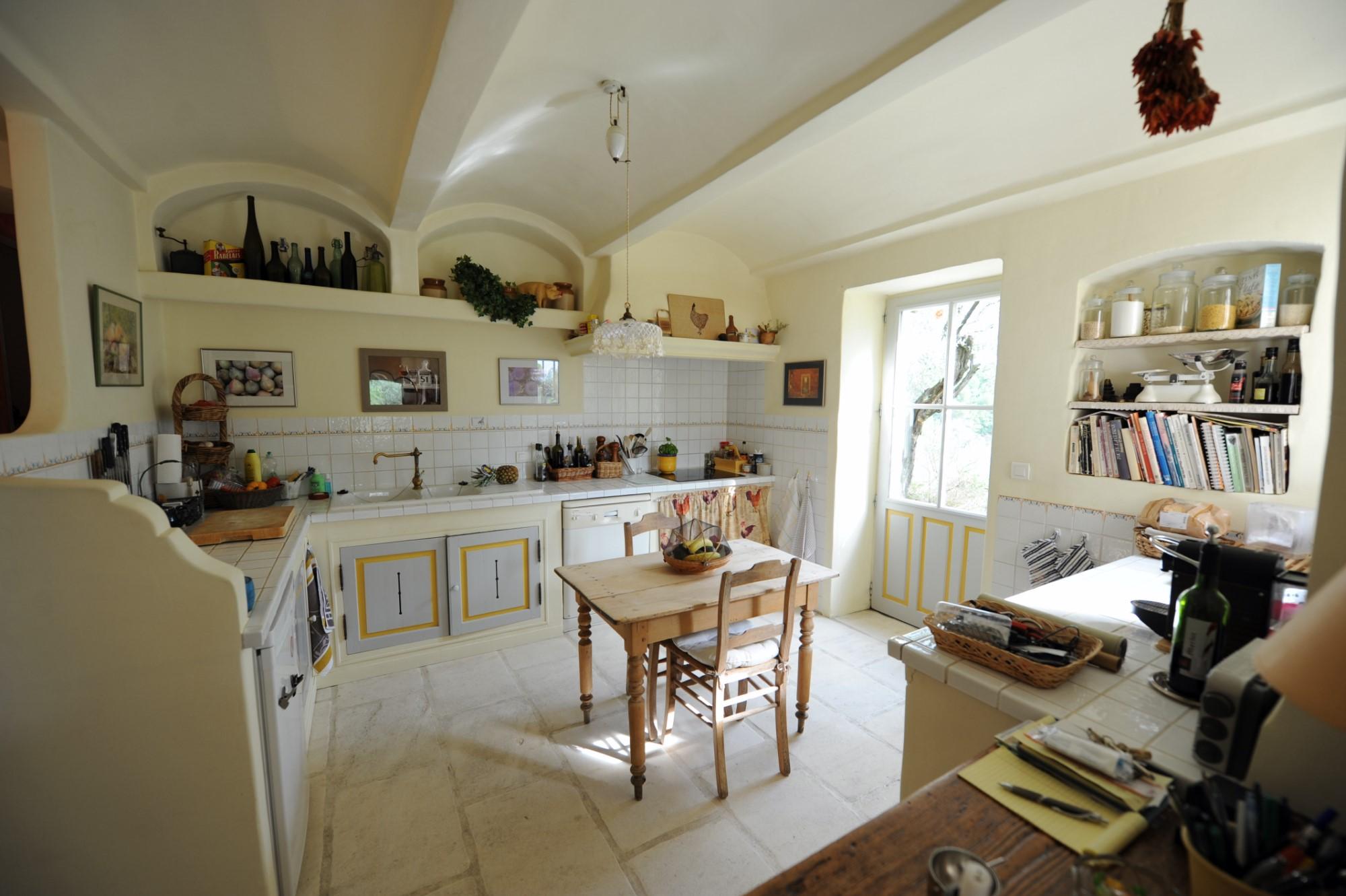 En Drôme provençale, à vendre,  propriété en pierres d'environ 180 m² avec piscine