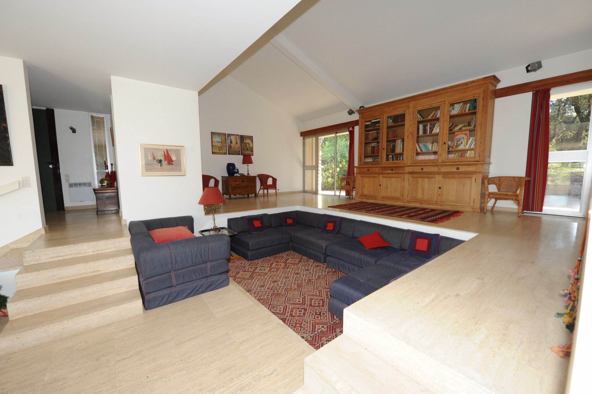 A quelques minutes de la Cité des Papes, à vendre, agréable villa d'architecte
