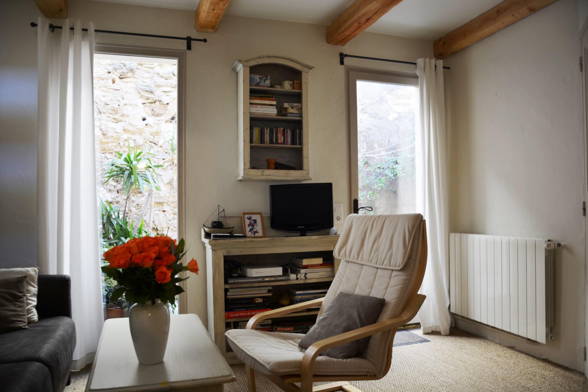 En Luberon, à vendre, jolie maison de village avec cour