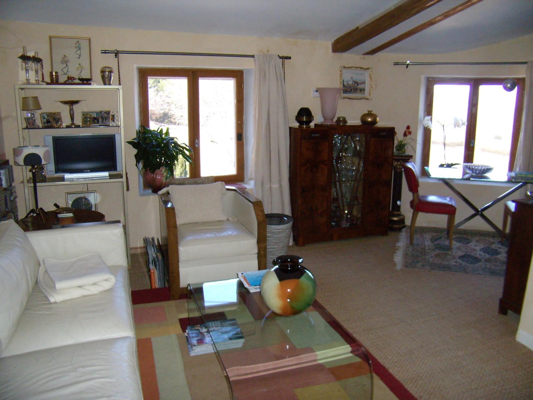 Charmante petite maison de hameau à vendre en Provence