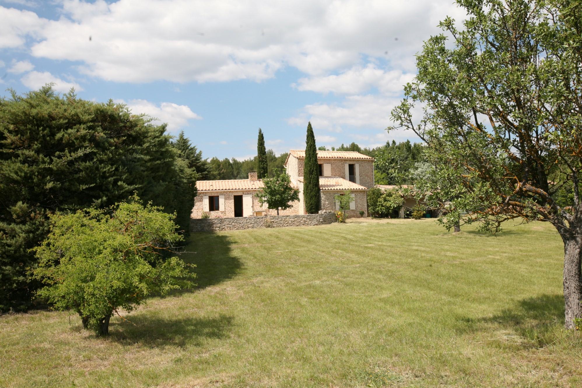 Maison en pierres avec atelier à vendre en Luberon