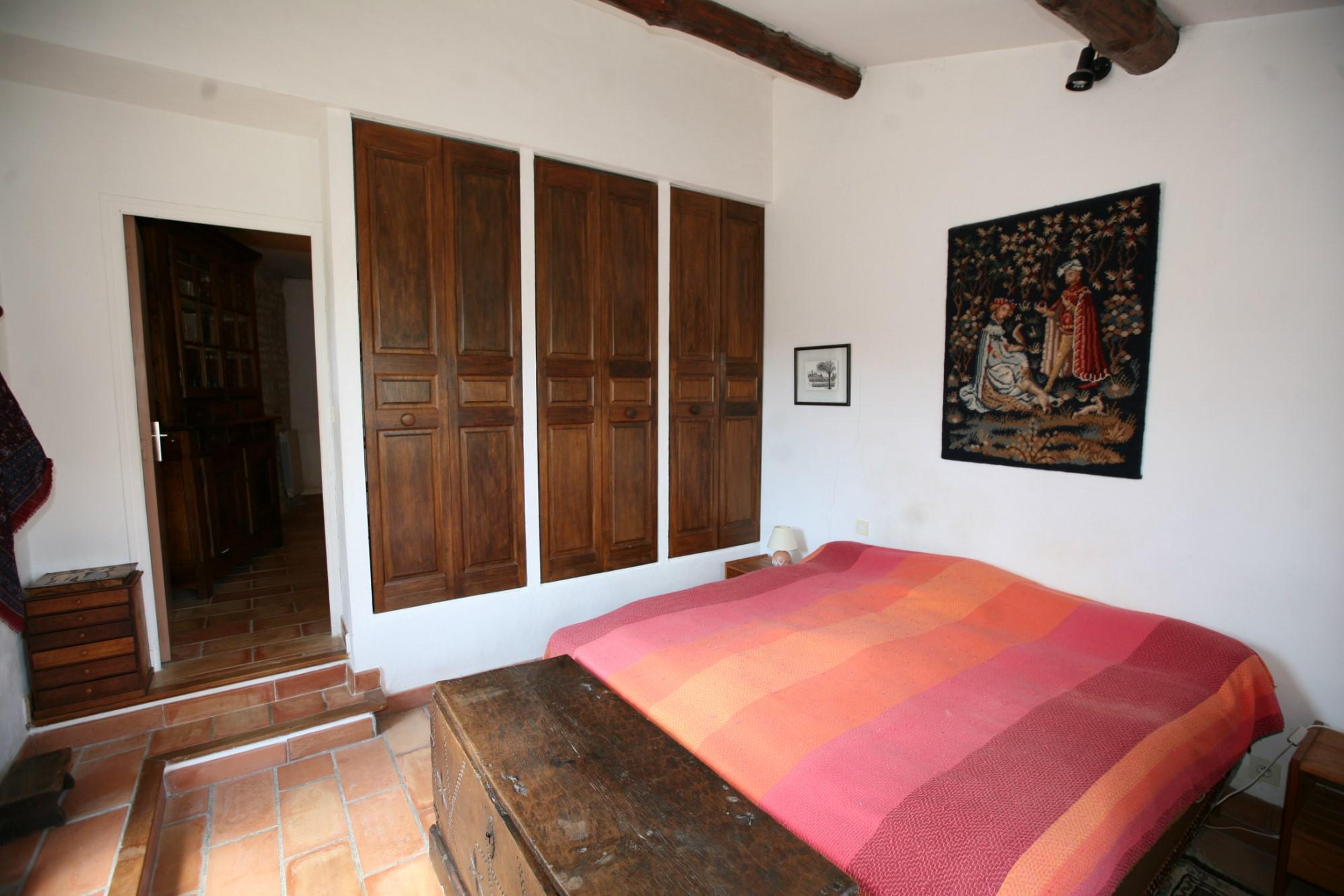 A Gordes, maison en pierre avec piscine et grand atelier à vendre en exclusivité