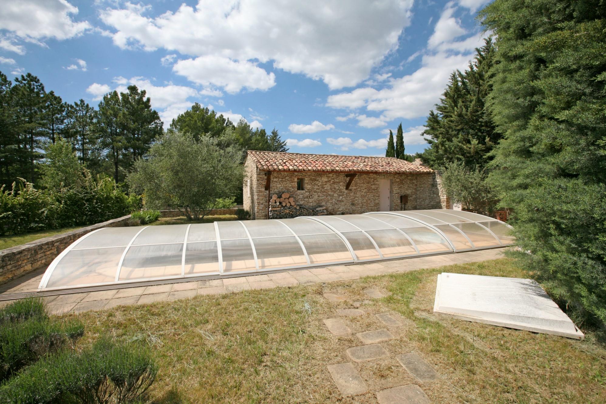 Maison en pierres avec piscine à vendre en Luberon