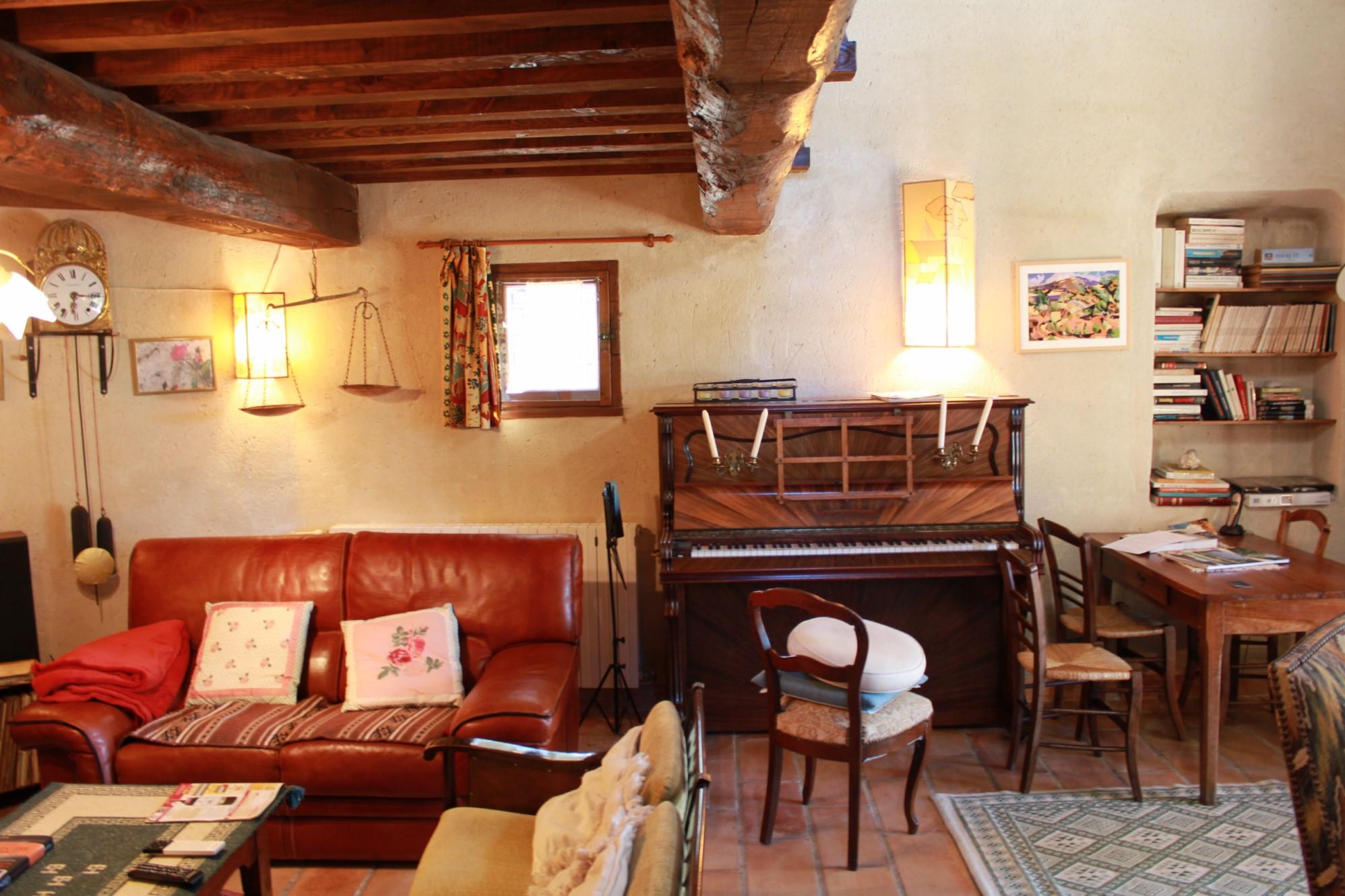 Maison traditionnelle avec piscine au calme à vendre à Cabrières d'Avignon