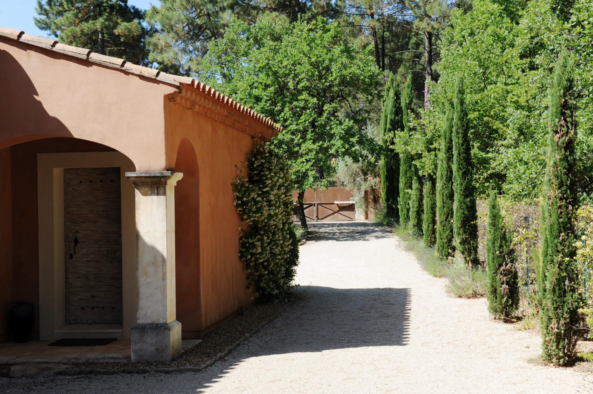 Maison provençale avec joli parc paysagé proche de Roussillon